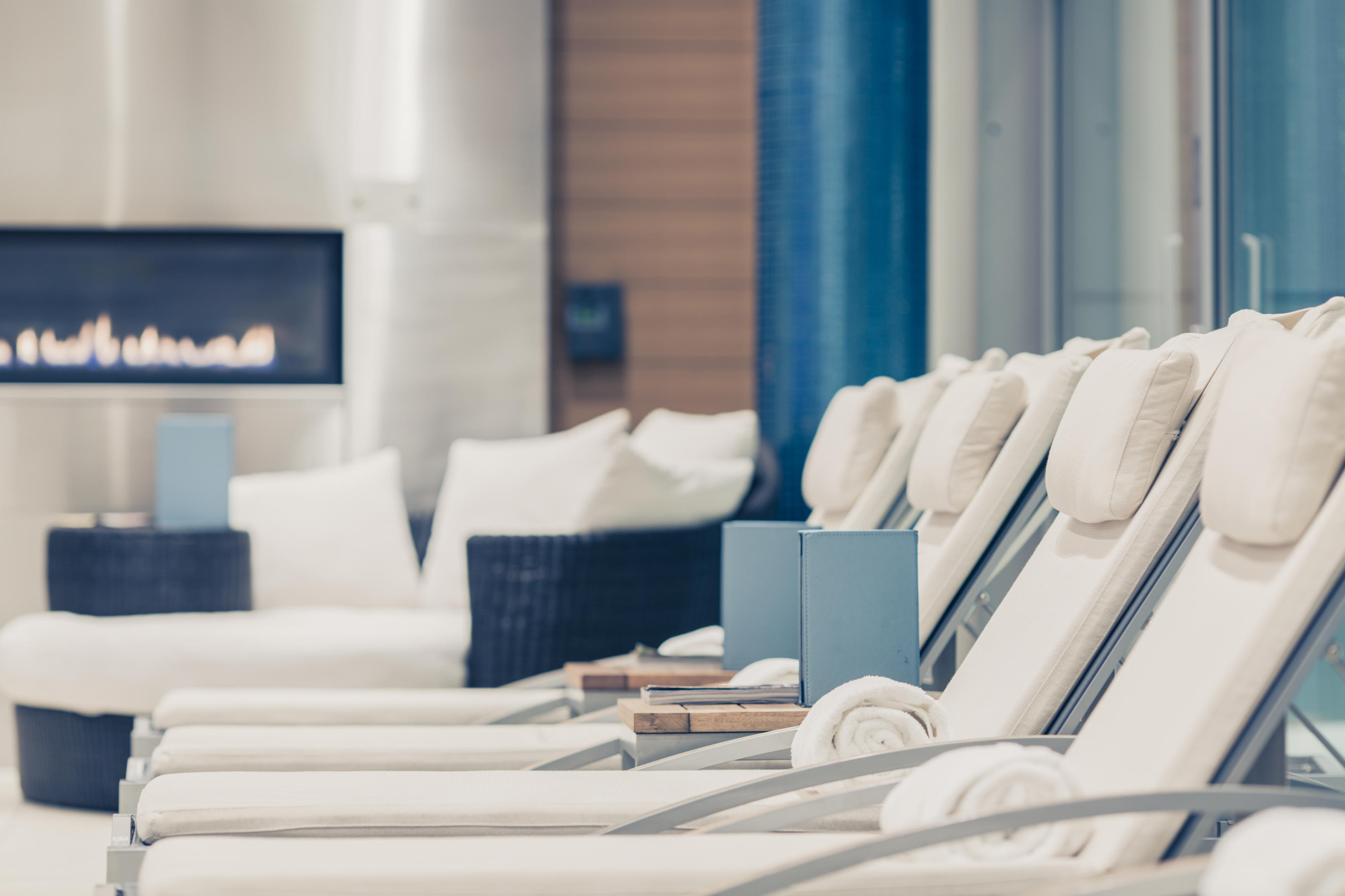 The Ritz-Carlton, Montreal à Montreal: Indoor saltwater pool overlooking the city from our roof top and heated by reclaimed energy     Terrace with stunning view of the Montreal skyline     Sauna     Lounge with snack menu  Opening hours: from 6:30 a.m. to 10:30 p.m.