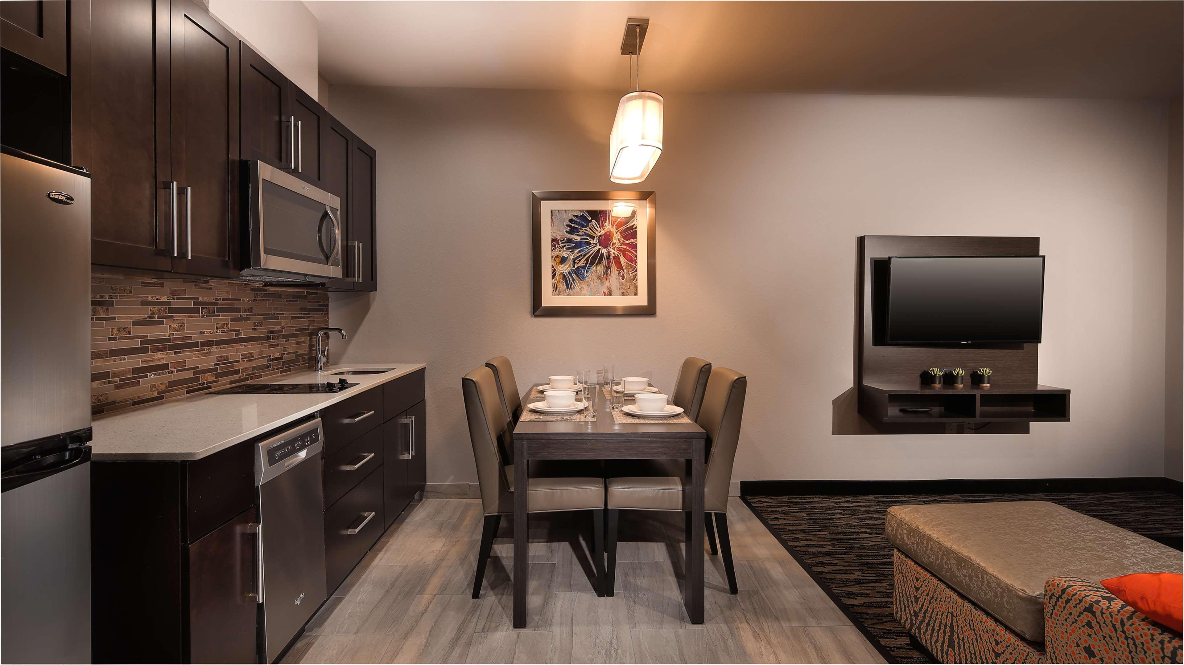 Best Western Plus Executive Residency Baytown image 36