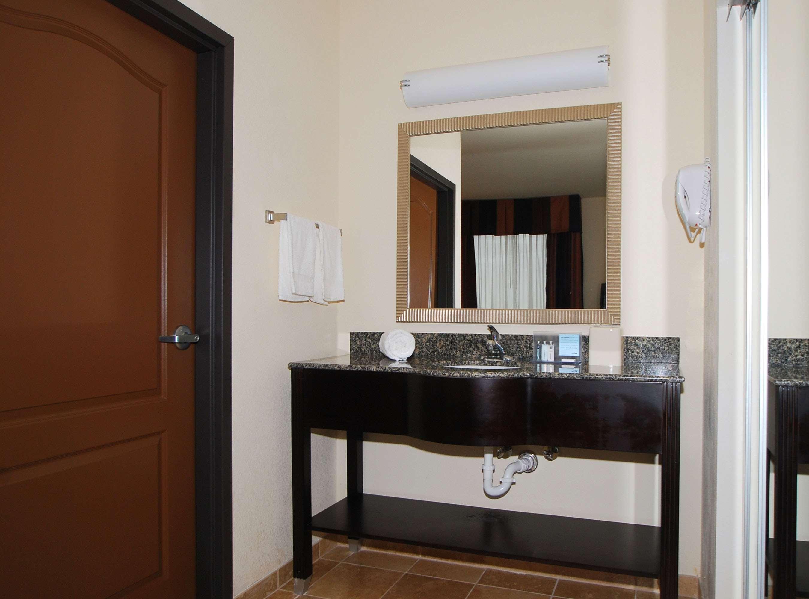 Hampton Inn & Suites Childress image 13