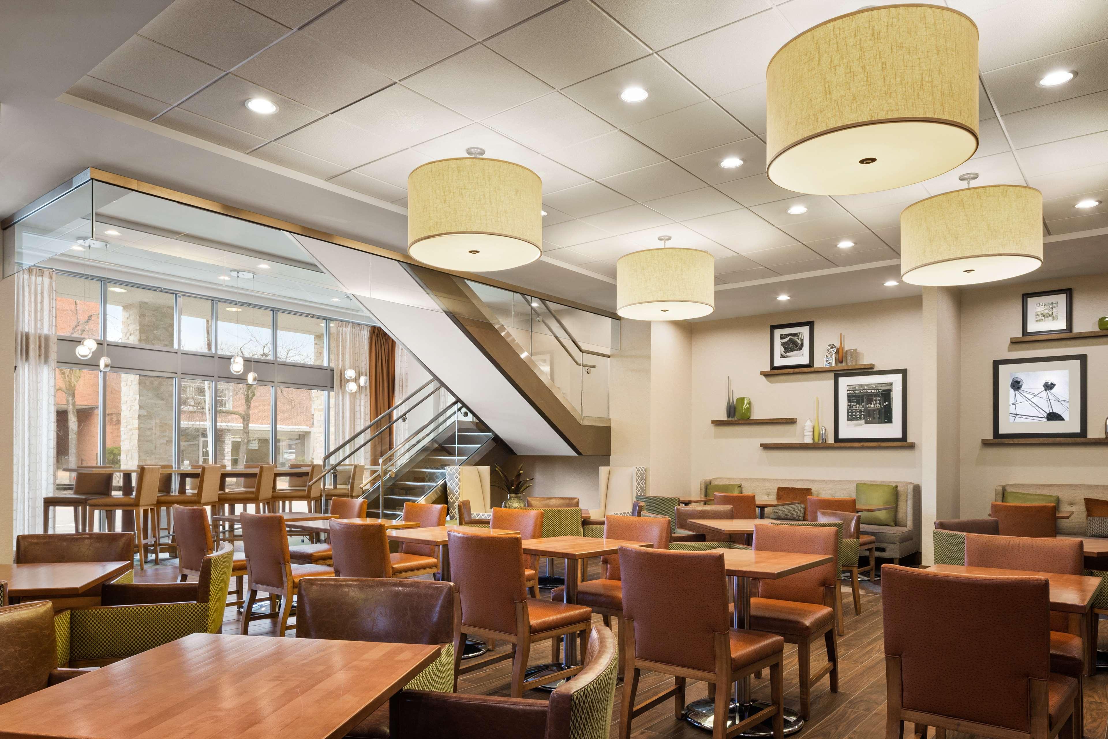 Hampton Inn and Suites Clayton/St Louis-Galleria Area image 4