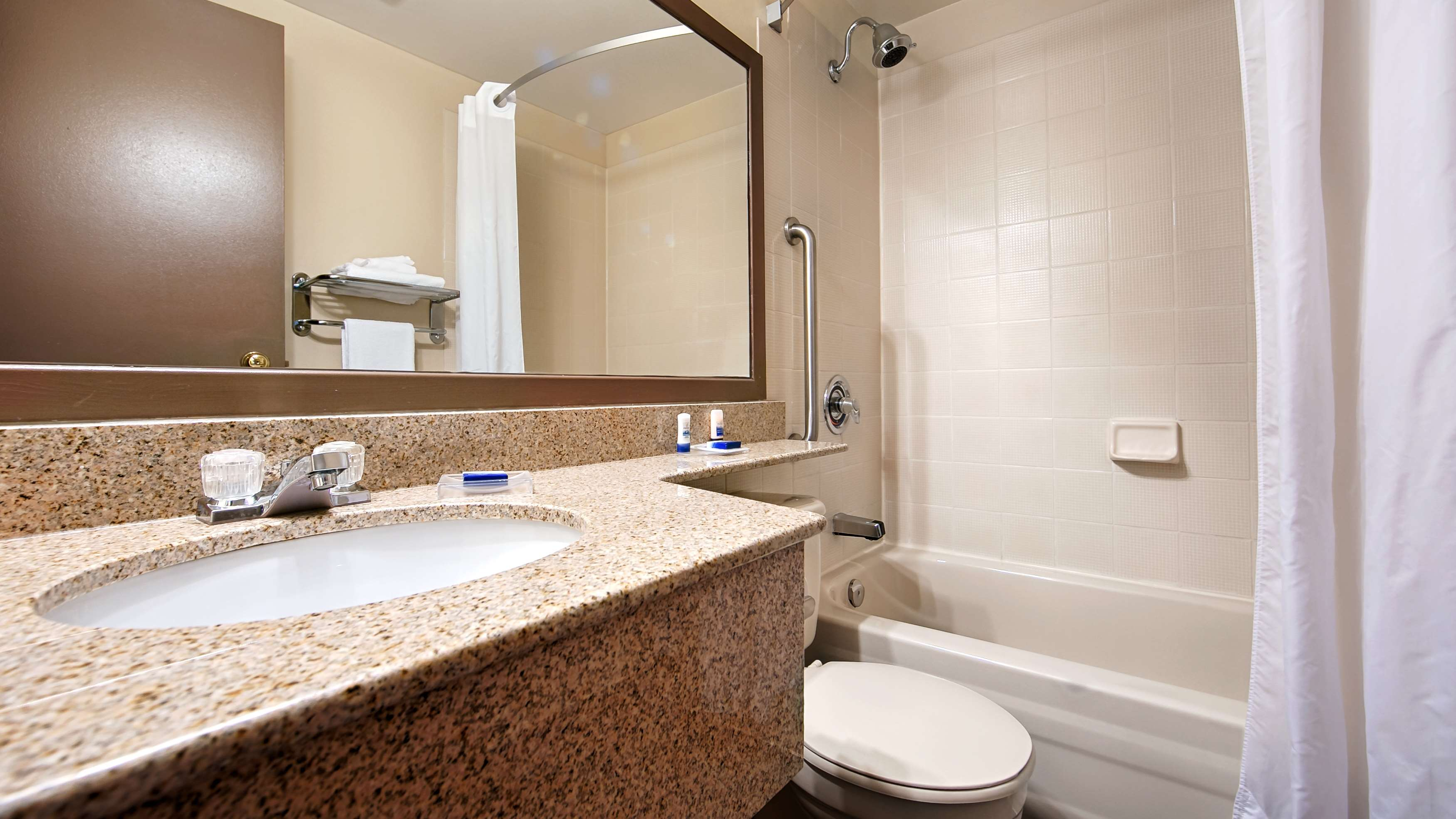 Best Western Laval-Montreal à Laval: Guest Bathroom