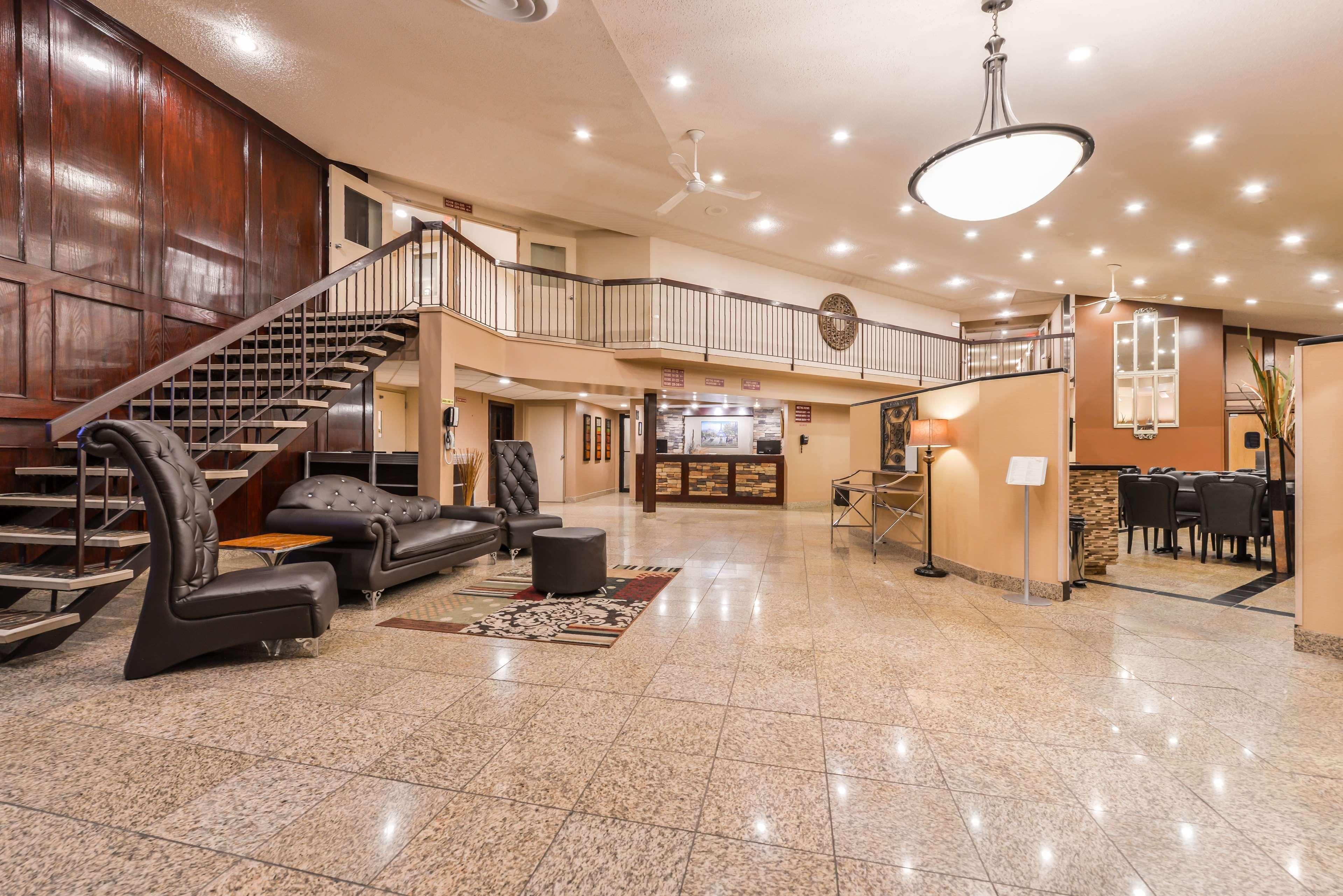 Best Western Marquis Inn & Suites in Prince Albert: Bailey's Cold Beer Wine Store