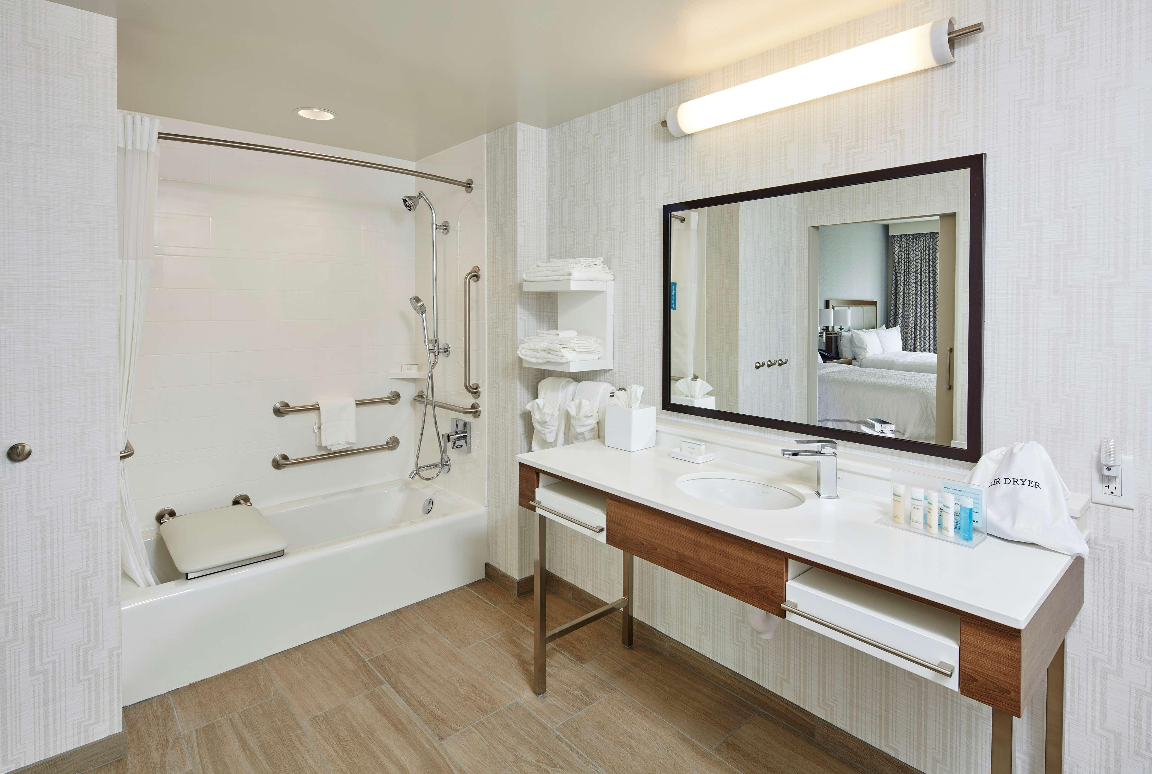 Hampton Inn & Suites Sacramento at CSUS image 34