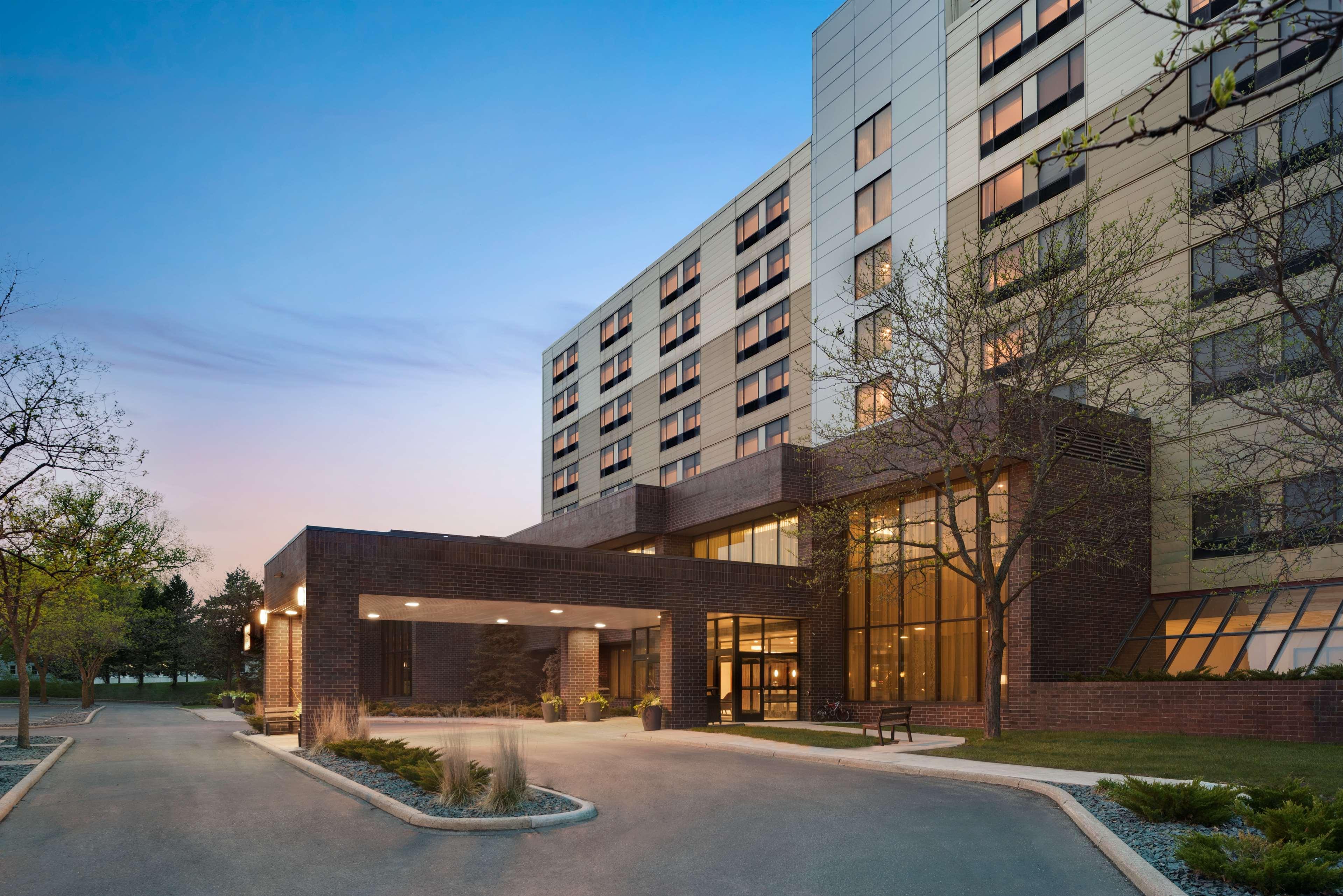 DoubleTree by Hilton St. Paul East image 1