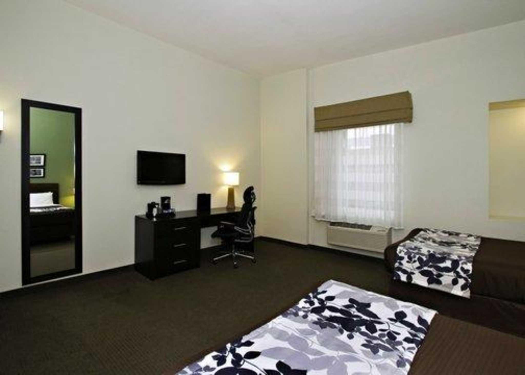 Sleep Inn & Suites Downtown Inner Harbor image 4