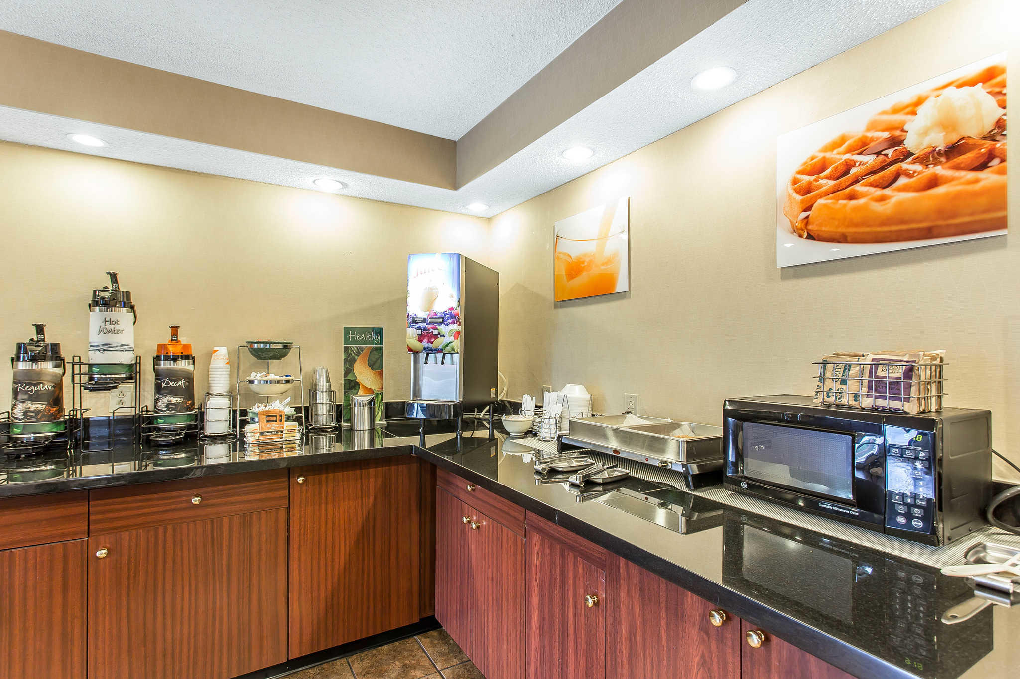 Quality Inn image 18