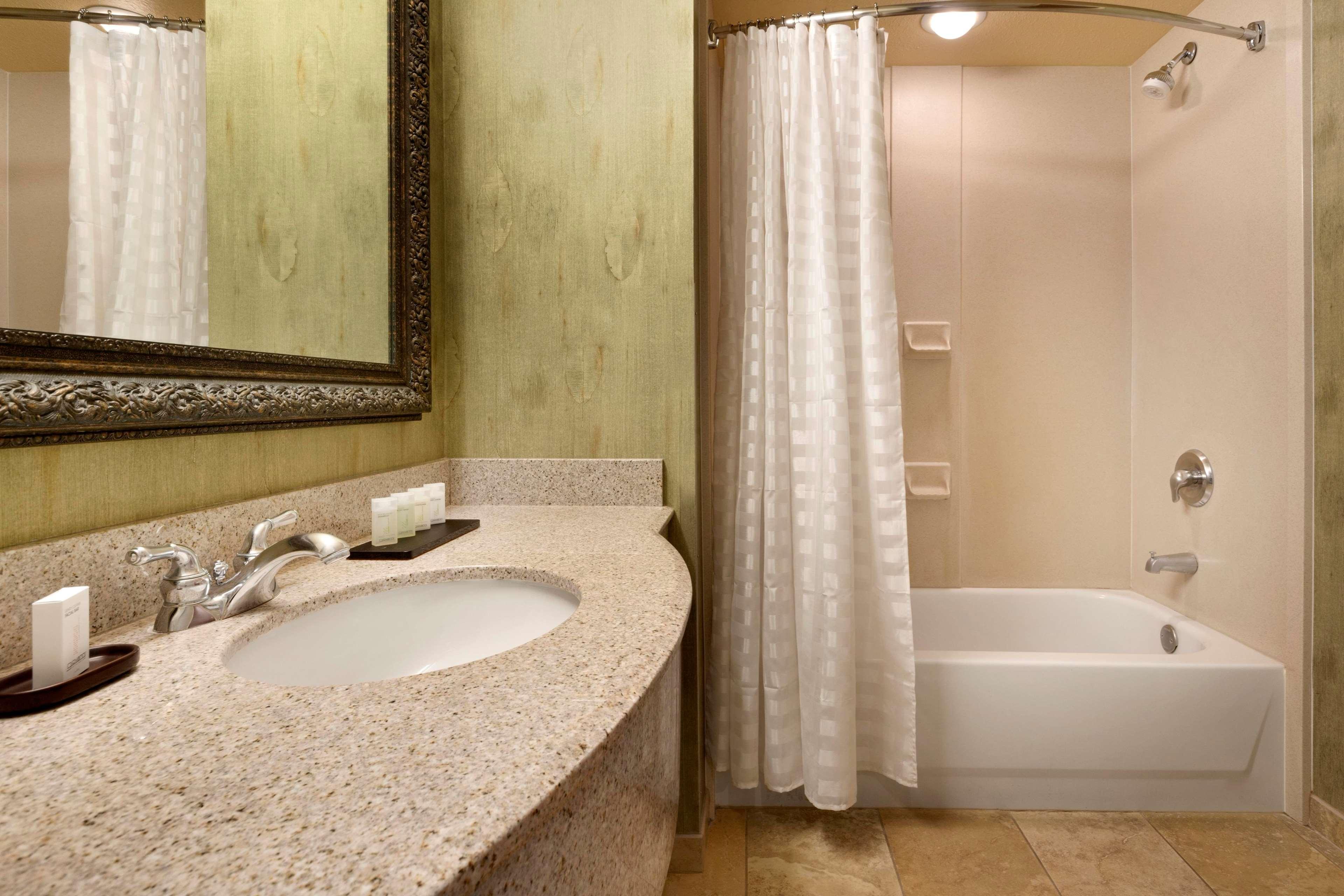 Embassy Suites by Hilton Albuquerque Hotel & Spa image 22
