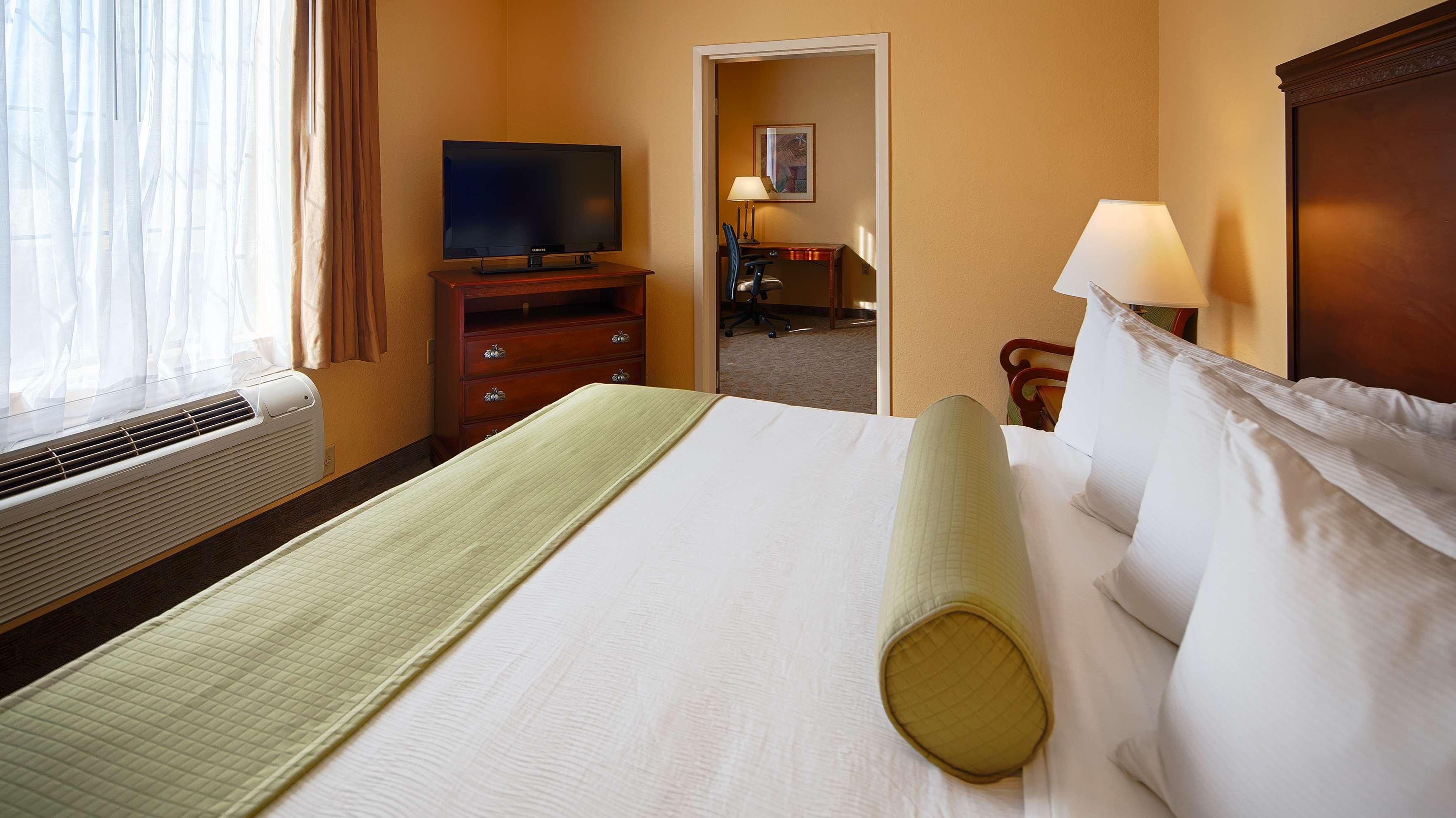 Best Western Plus Executive Hotel & Suites image 27