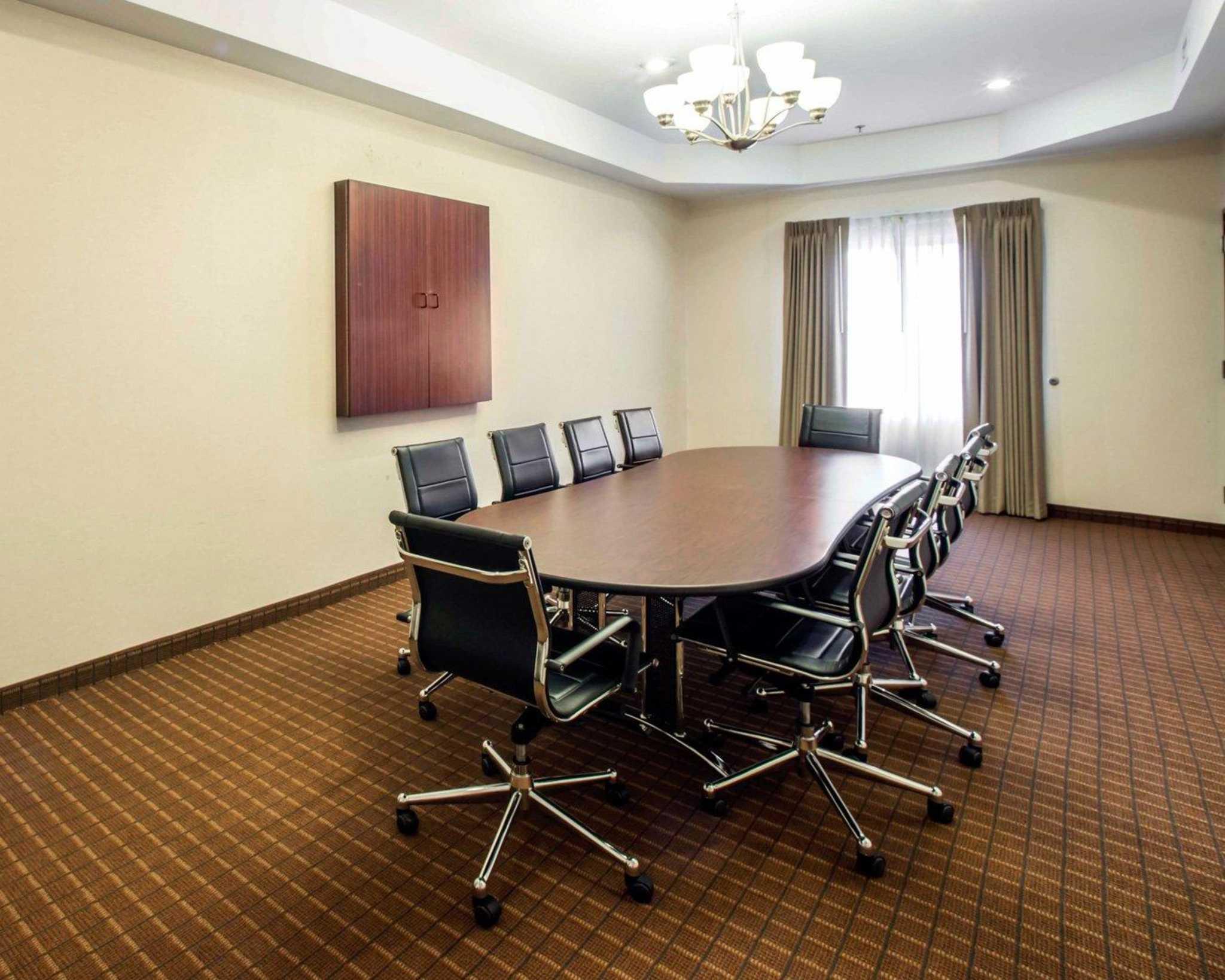 Comfort Inn & Suites Greenville I-70 image 8