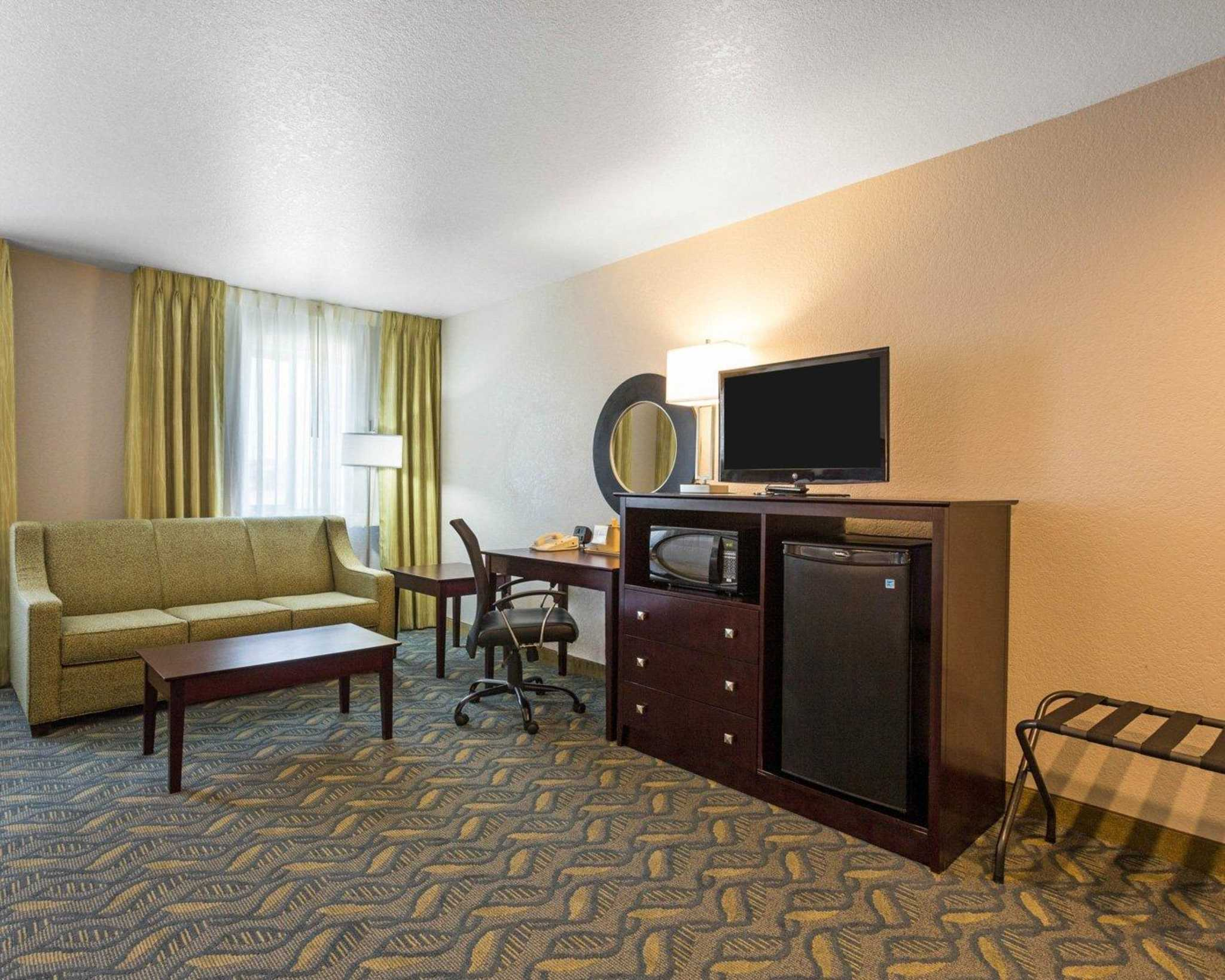 Quality Inn image 7