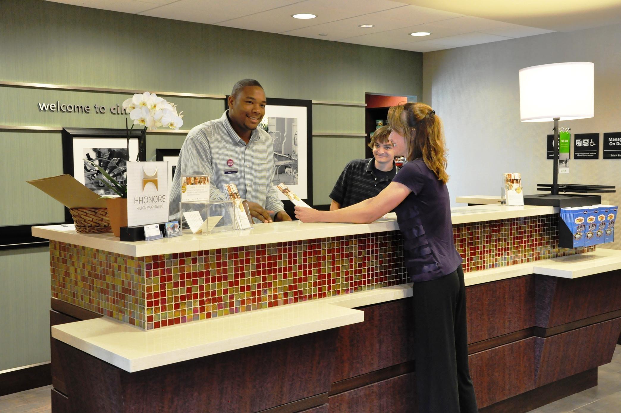 Hampton Inn & Suites Cincinnati/Uptown-University Area image 2