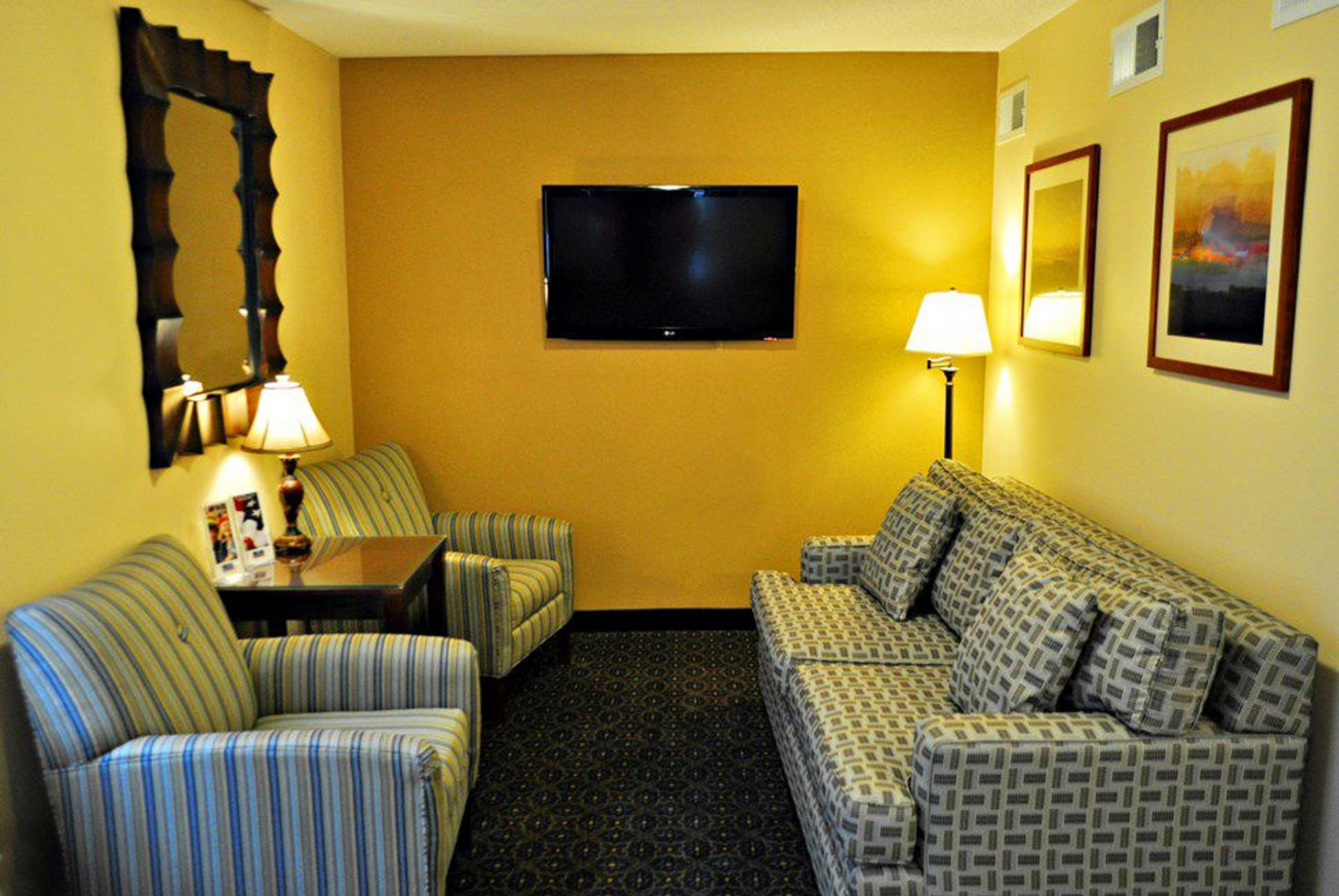 Candlewood Suites Raleigh Crabtree image 4