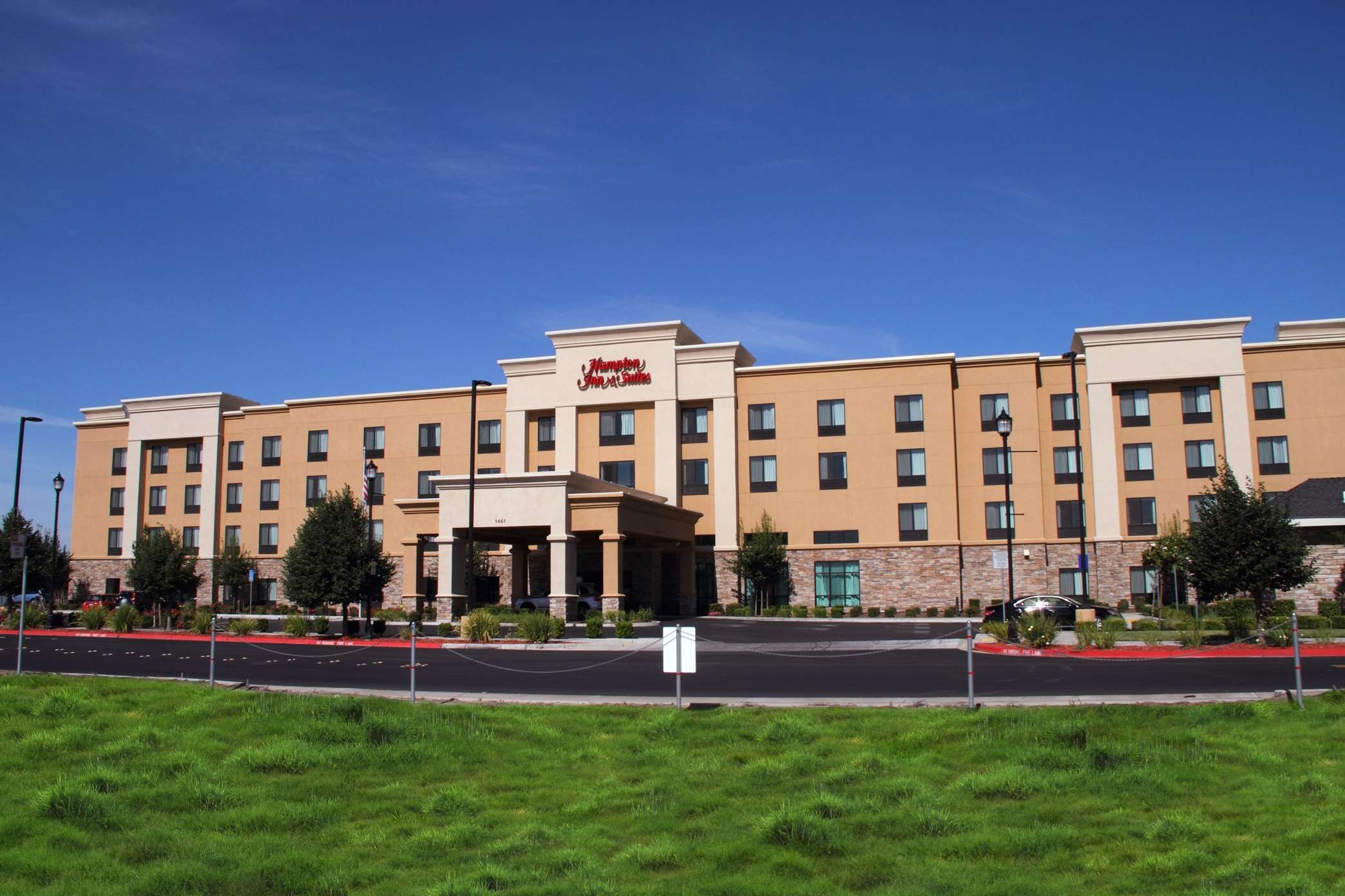 Hampton Inn & Suites Manteca image 0