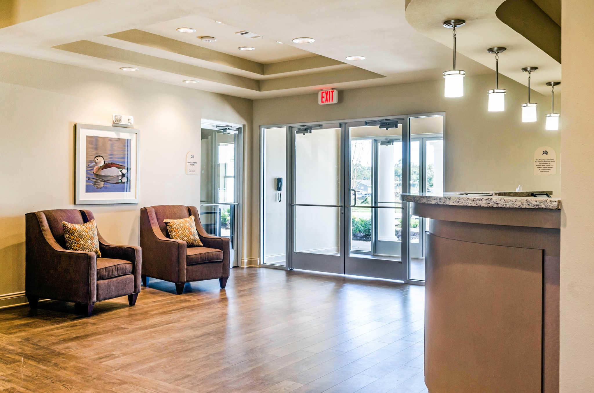 MainStay Suites Hackberry Sportsman's Lodge image 7