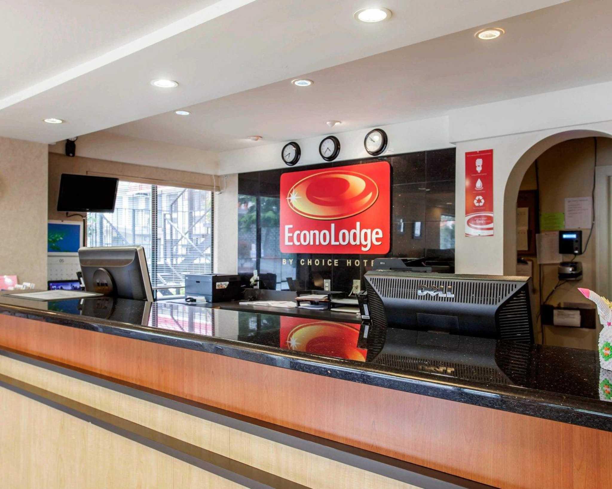 Econo Lodge Renton-Bellevue image 5