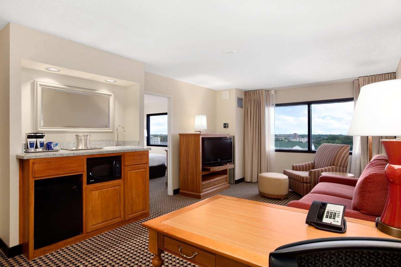 Hilton Chicago/Oak Brook Suites image 19