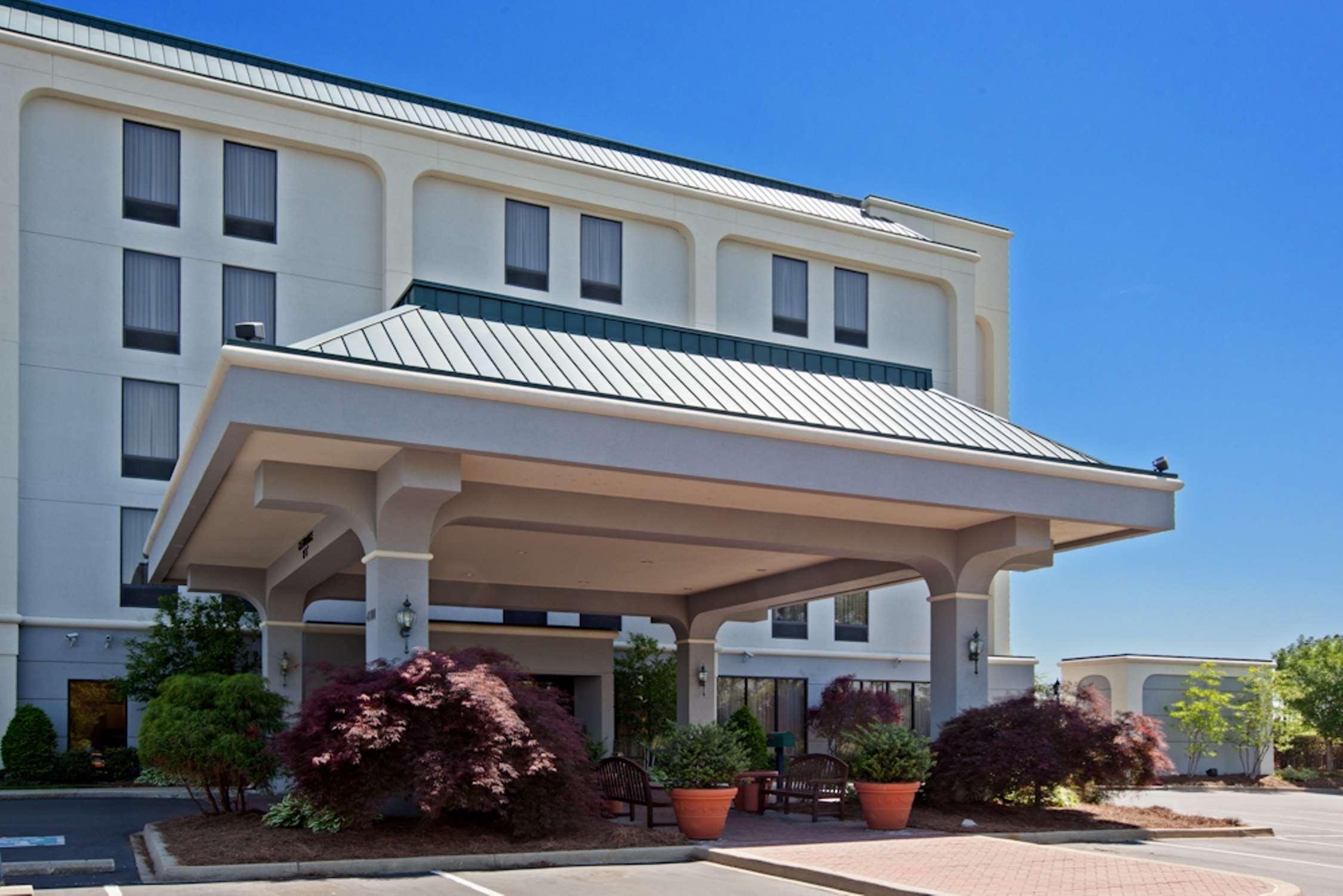 Hampton Inn Louisville-Northeast image 0