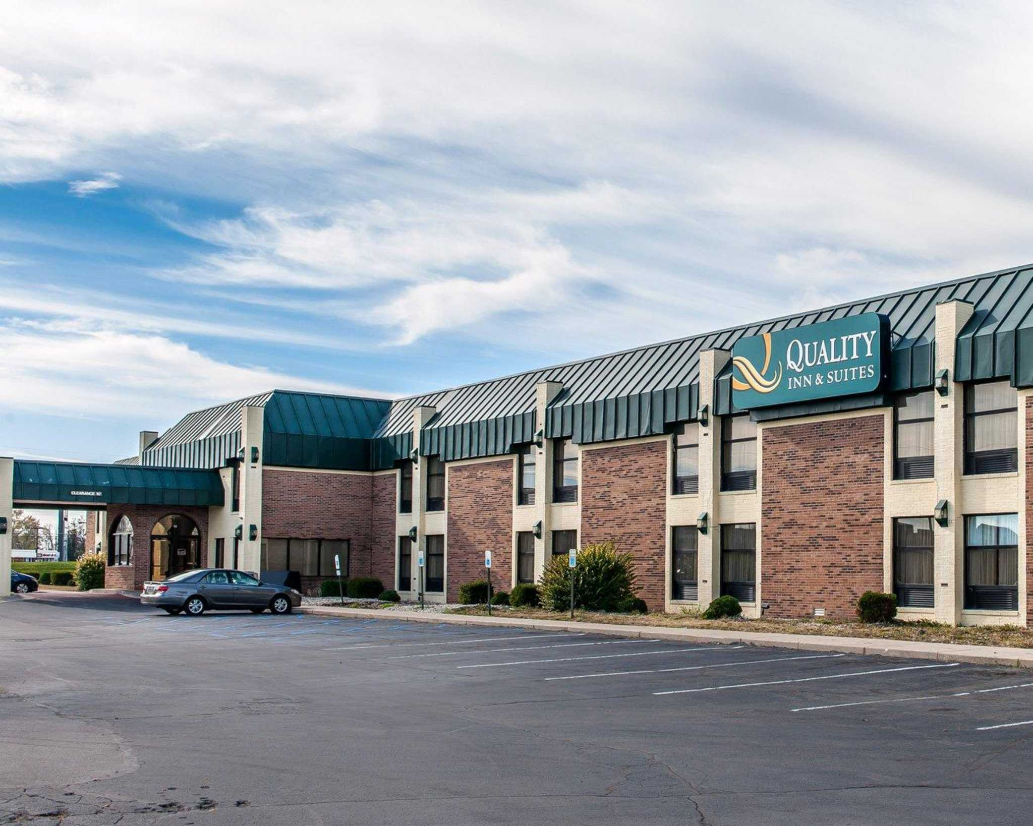 Quality Inn & Suites Shelbyville I-74 image 1
