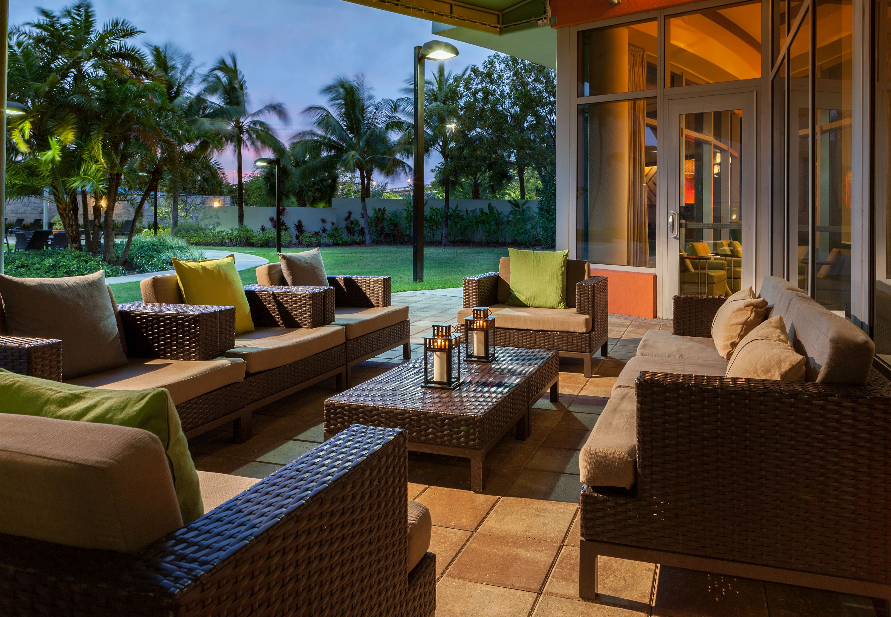 courtyard by marriott miami airport. Black Bedroom Furniture Sets. Home Design Ideas