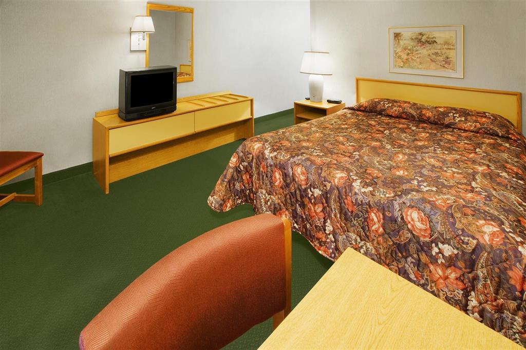 Americas Best Value Inn - Notre Dame/South Bend image 4