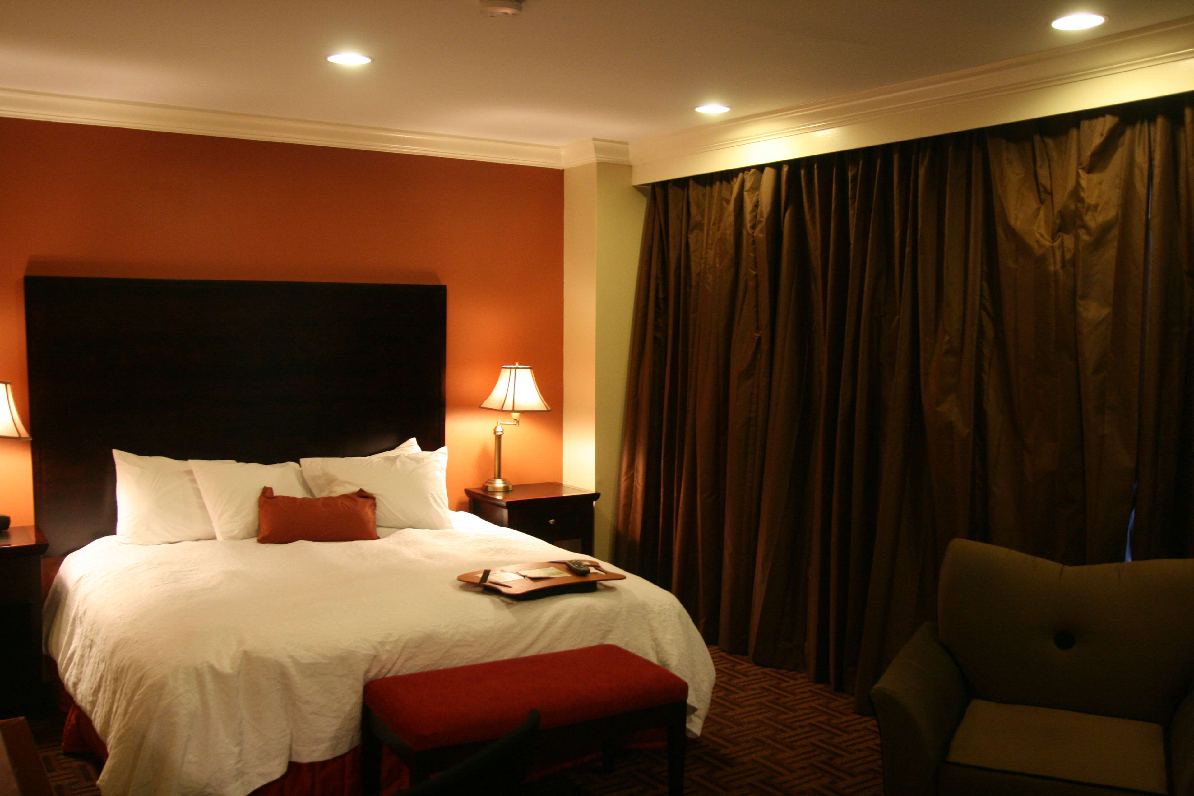 Hampton Inn & Suites Stamford image 20