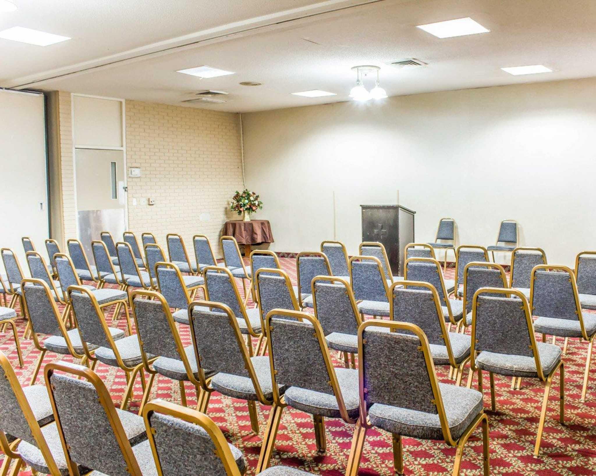 Econo Lodge & Suites image 30