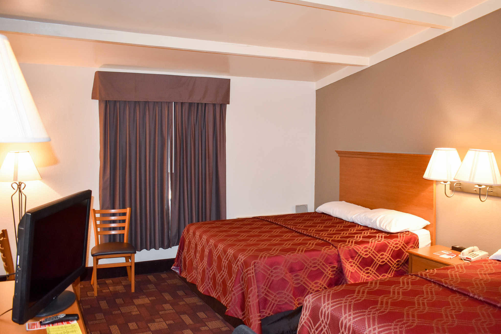 Econo Lodge Inn & Suites - Closed image 18