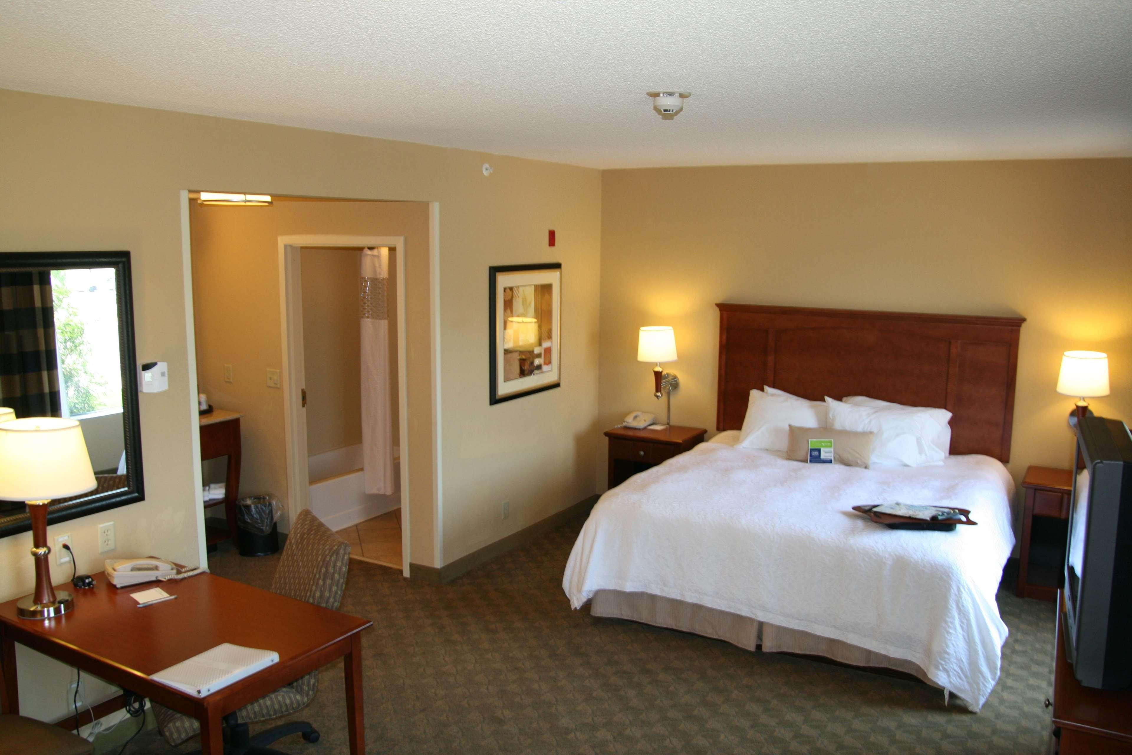 Hampton Inn & Suites Paducah image 29