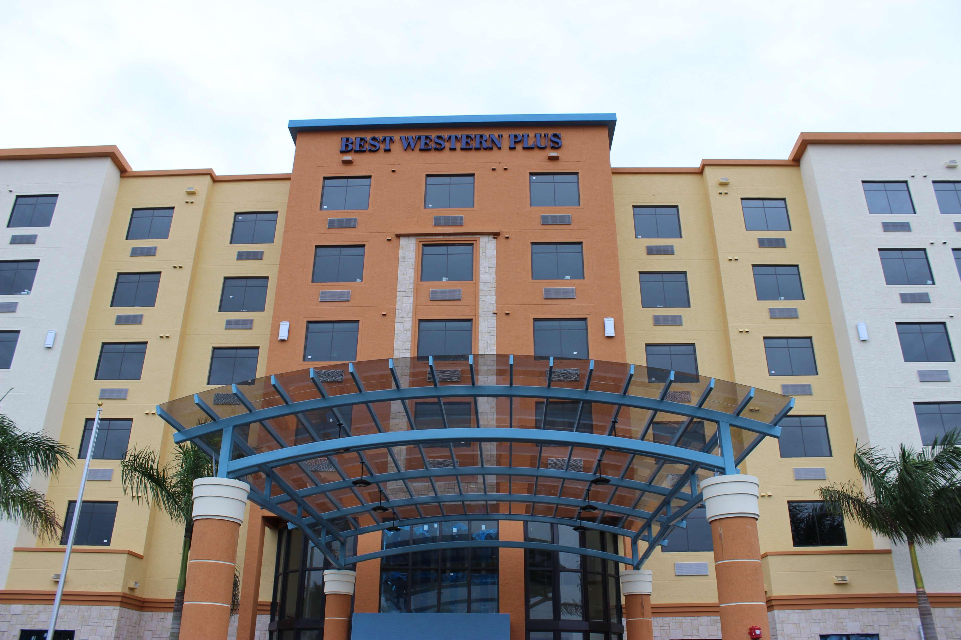 Best Western Plus Kendall Airport Hotel & Suites image 29