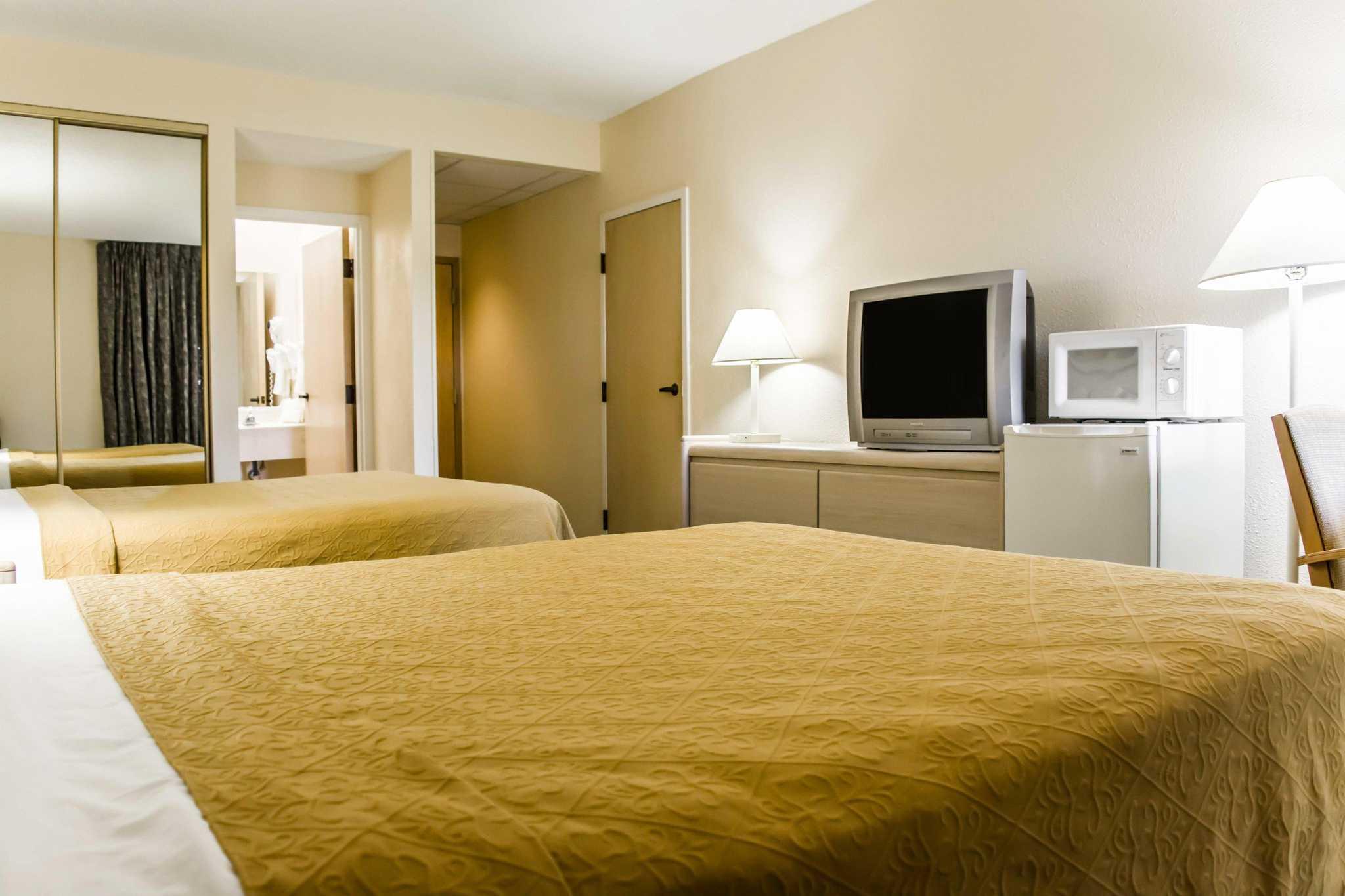 Quality Inn & Suites Golf Resort image 6