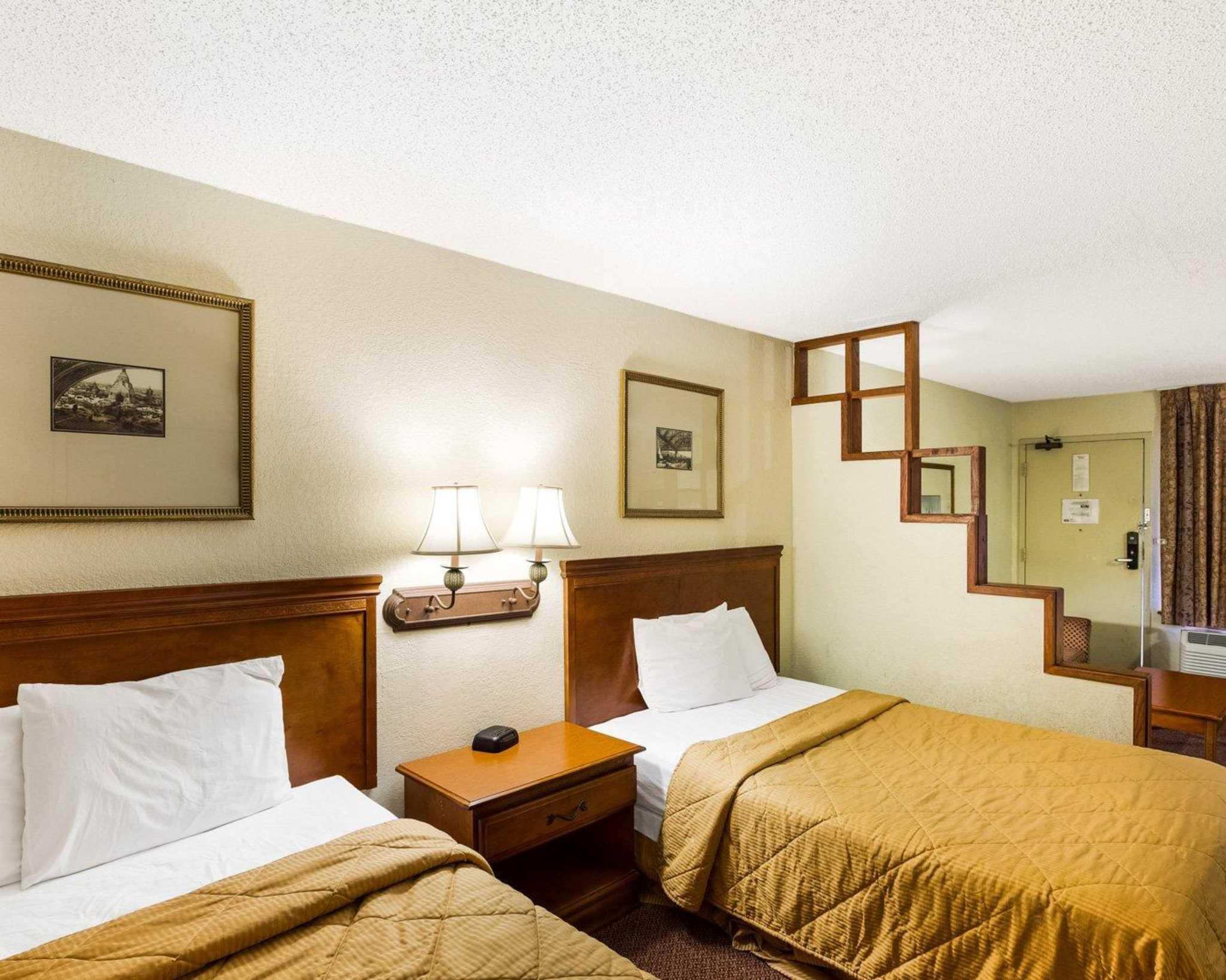 Rodeway Inn & Suites Fiesta Park image 11