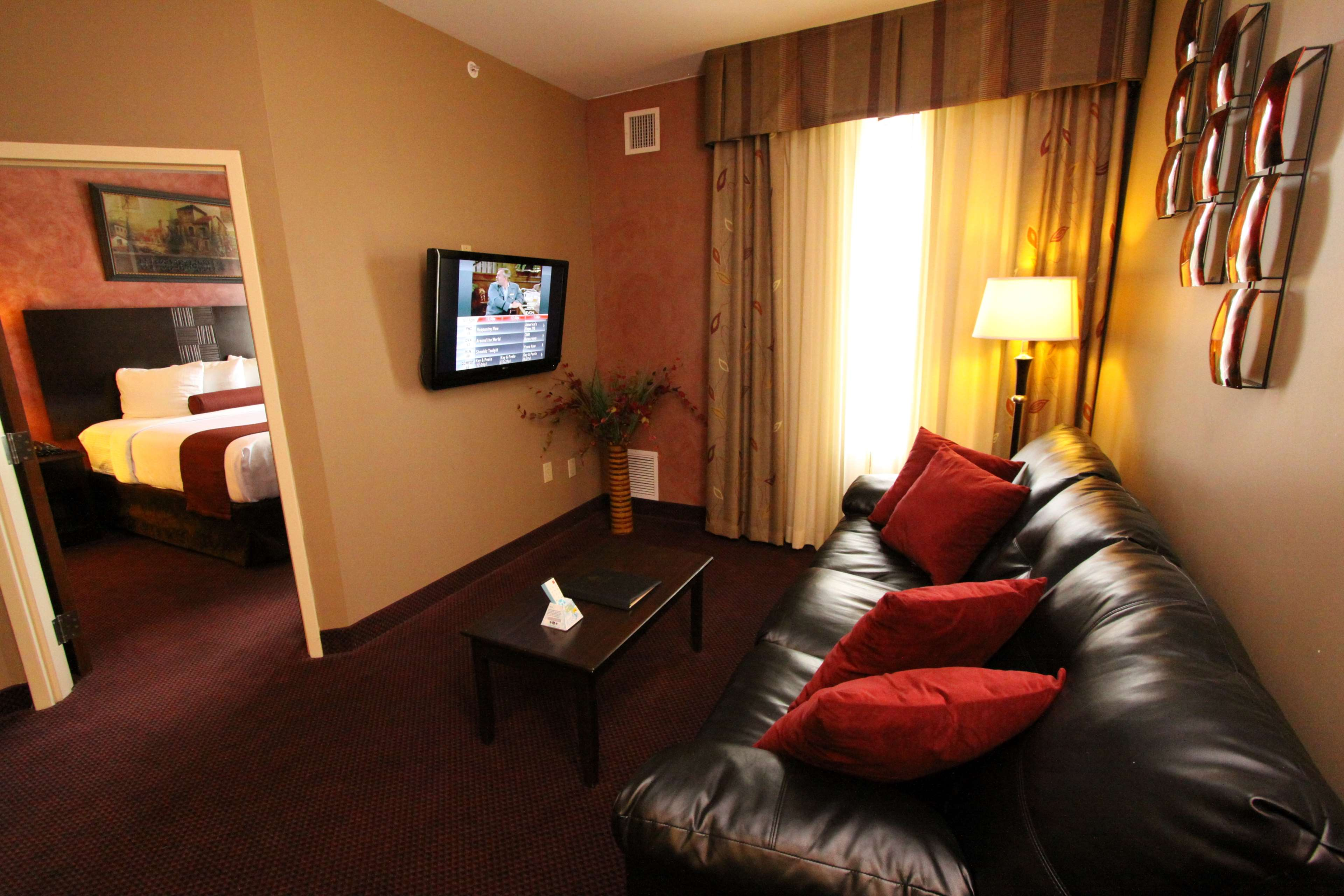 Best Western Plus Hannaford Inn & Suites image 28