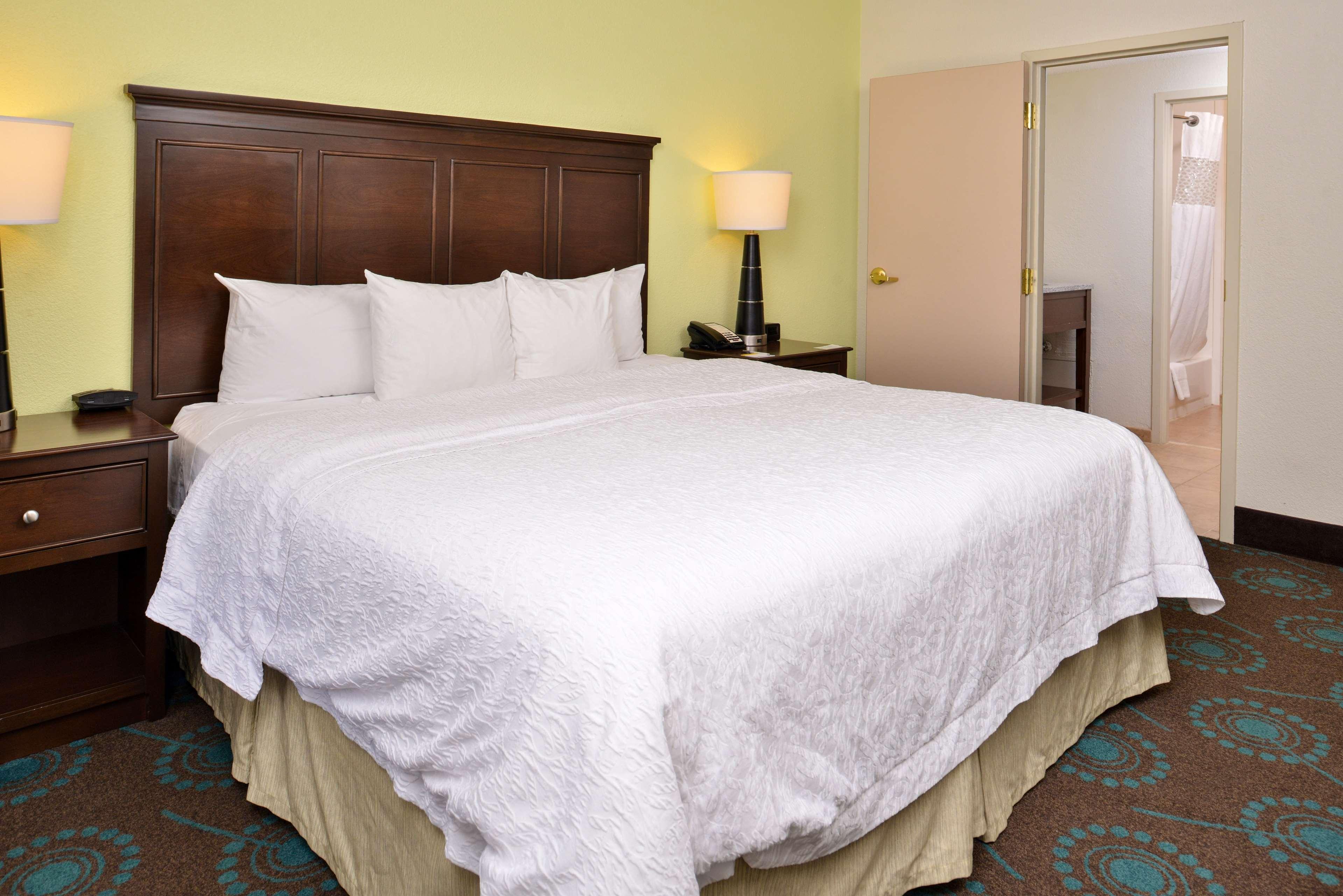 Hampton Inn & Suites Newport News (Oyster Point) image 37