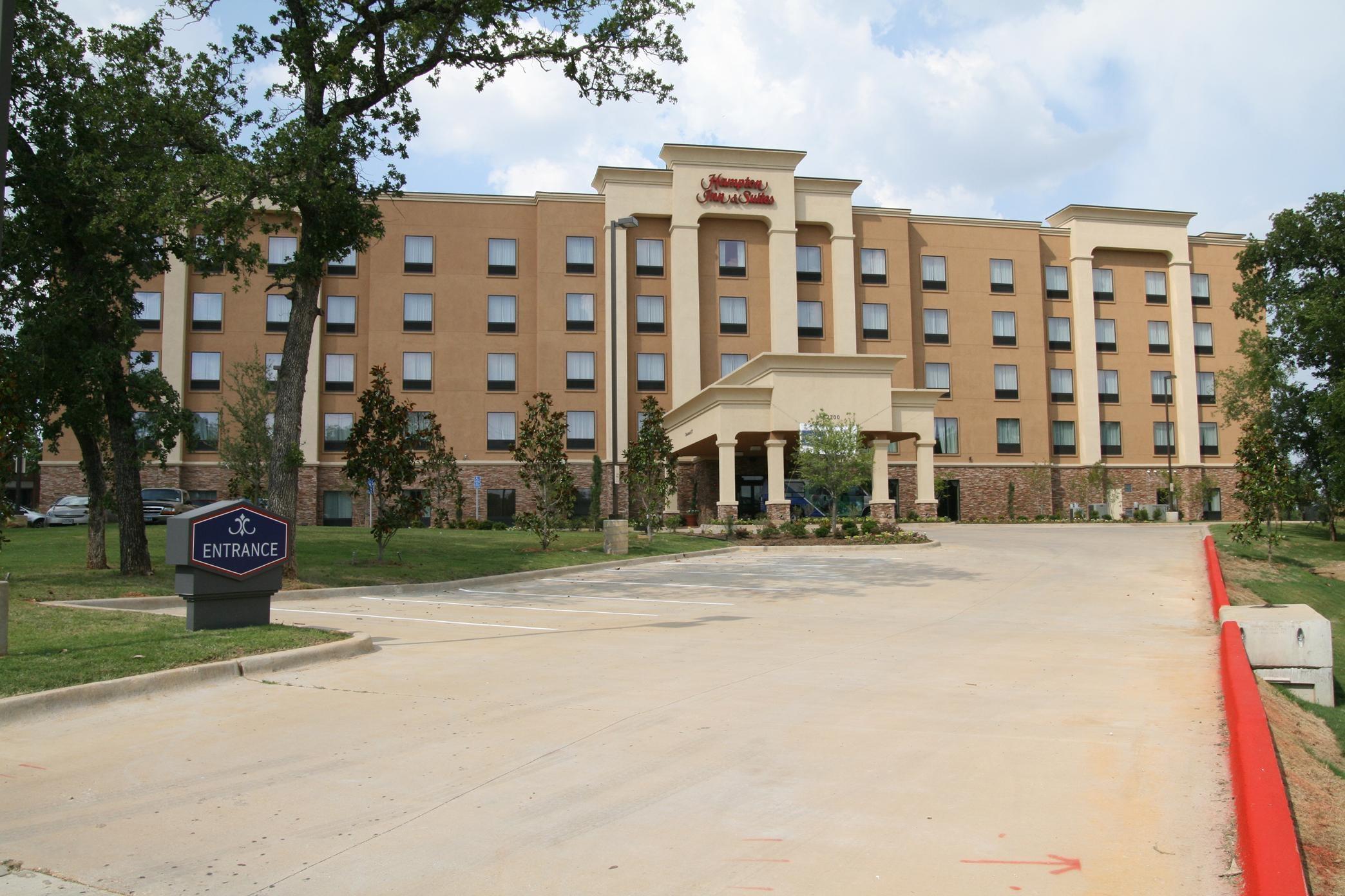 Hampton Inn & Suites Dallas-Arlington North-Entertainment District image 3