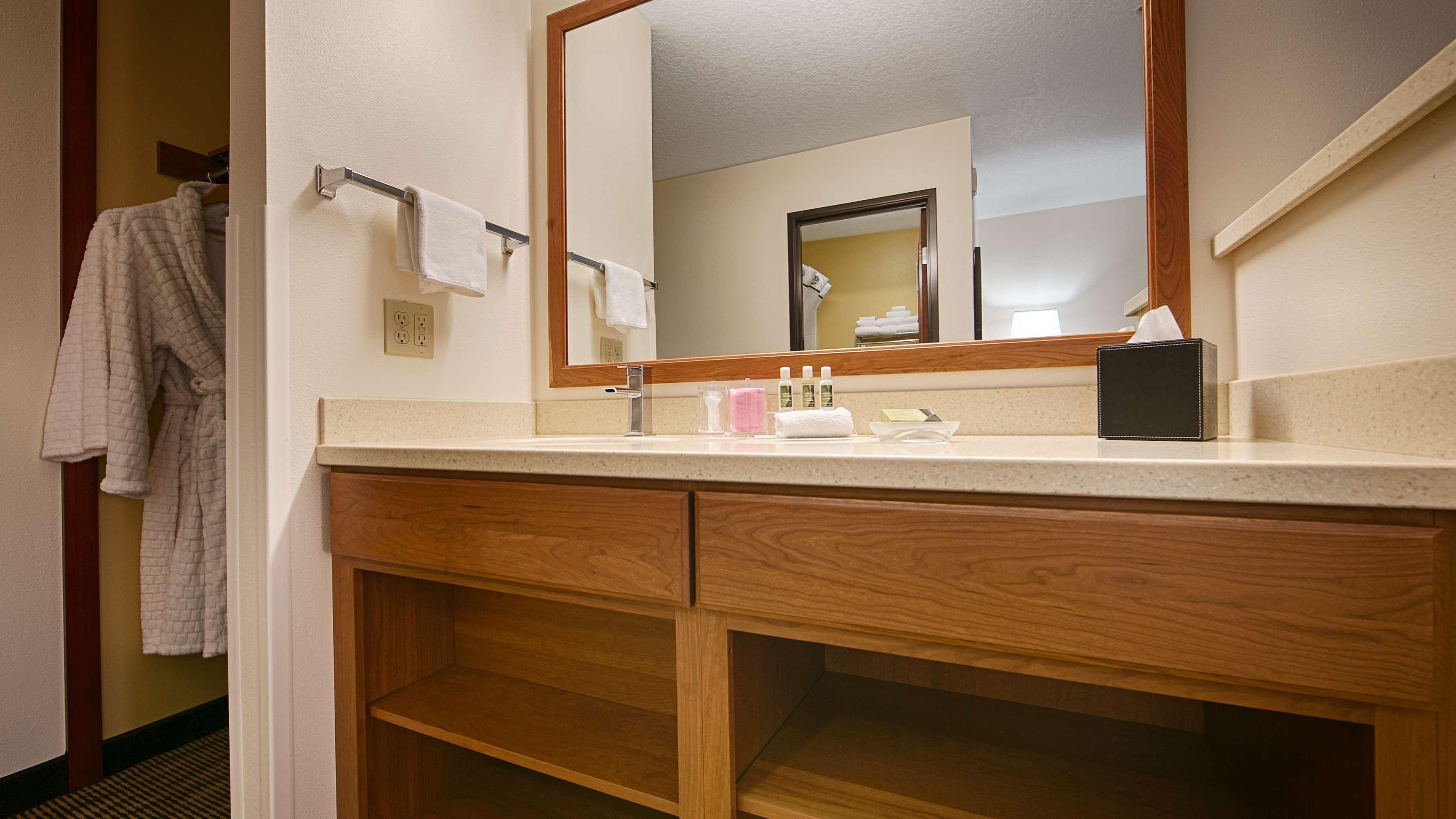 Best Western Plus Park Place Inn & Suites image 16