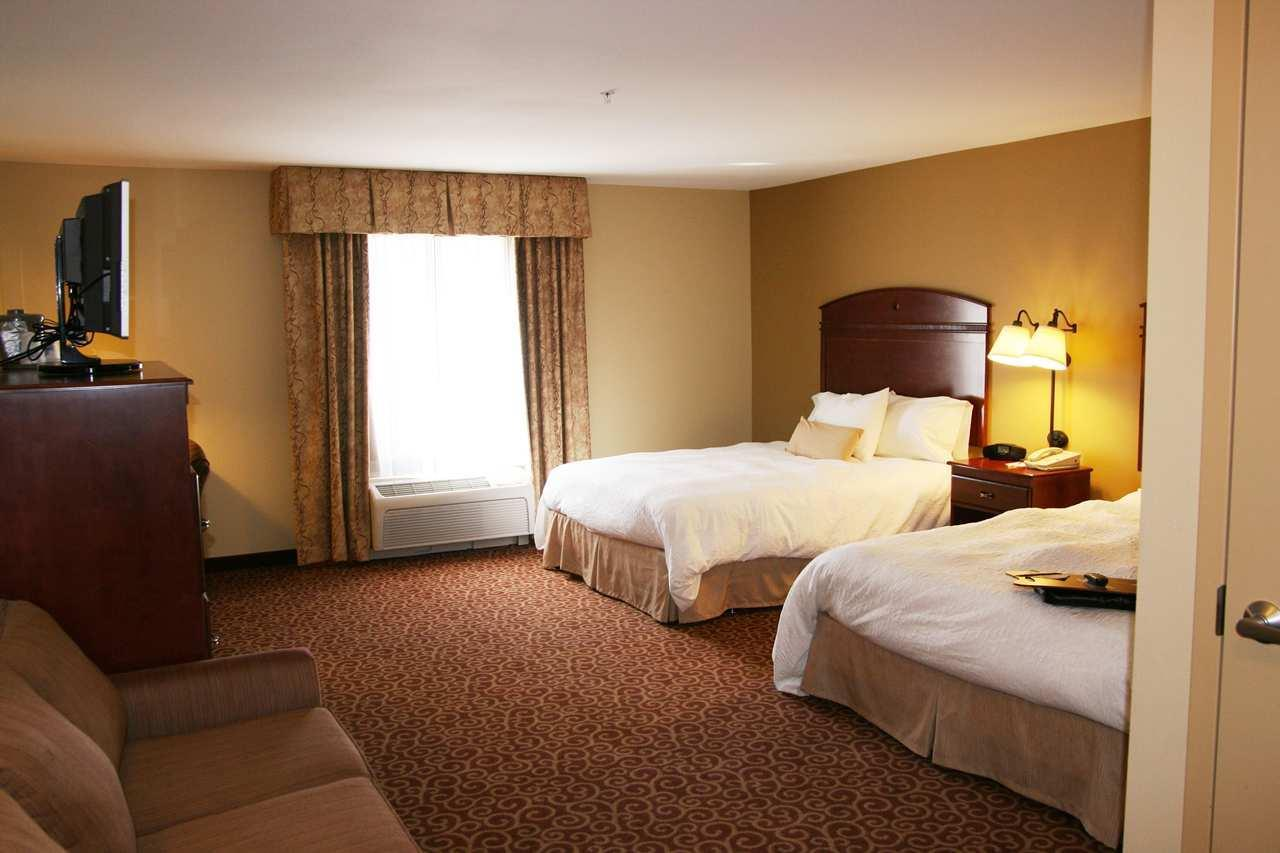 Hampton Inn & Suites Alexandria image 17