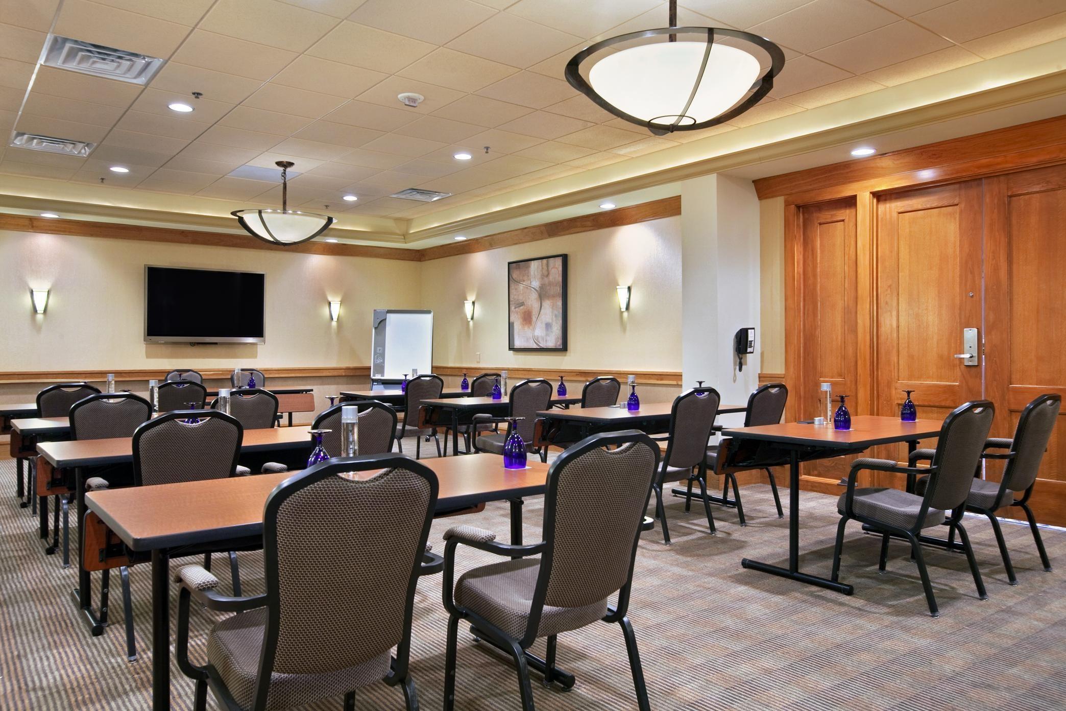 Hilton Chicago/Oak Brook Suites image 30