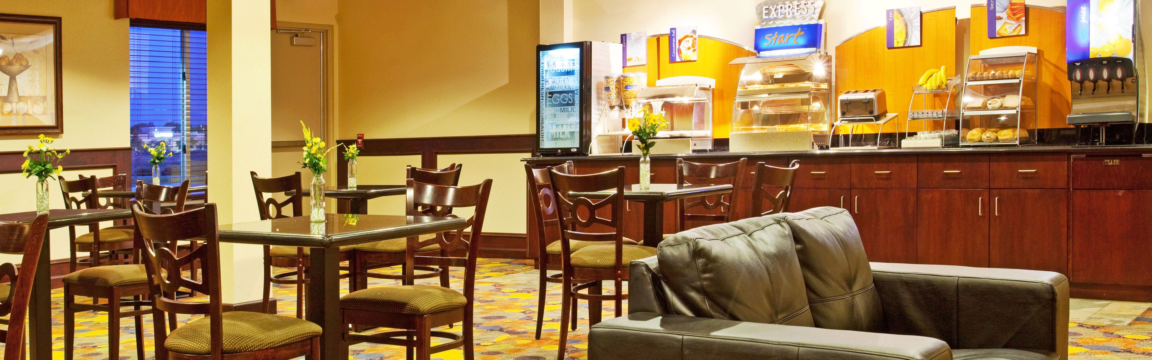 Holiday Inn Express & Suites Chicago North-Waukegan-Gurnee image 3