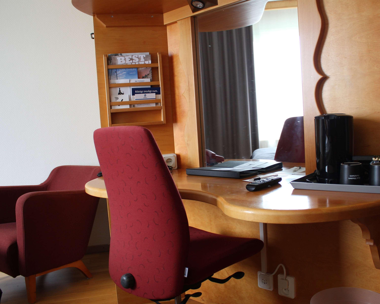 King Room Desk