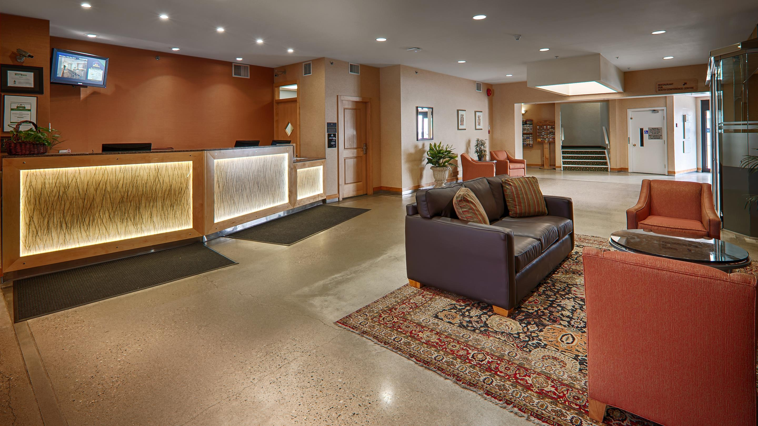 Best Western Plus Kelowna Hotel & Suites in Kelowna: Lobby