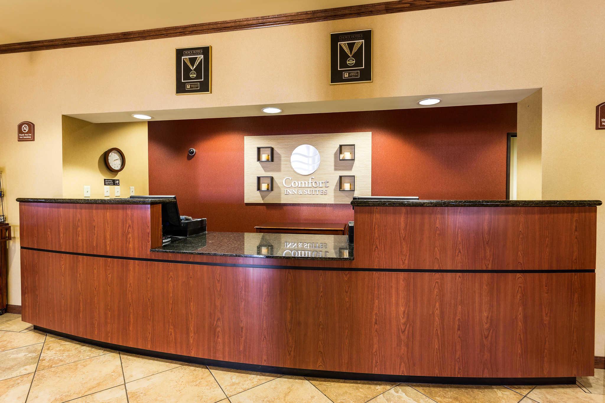 Comfort Inn & Suites image 8