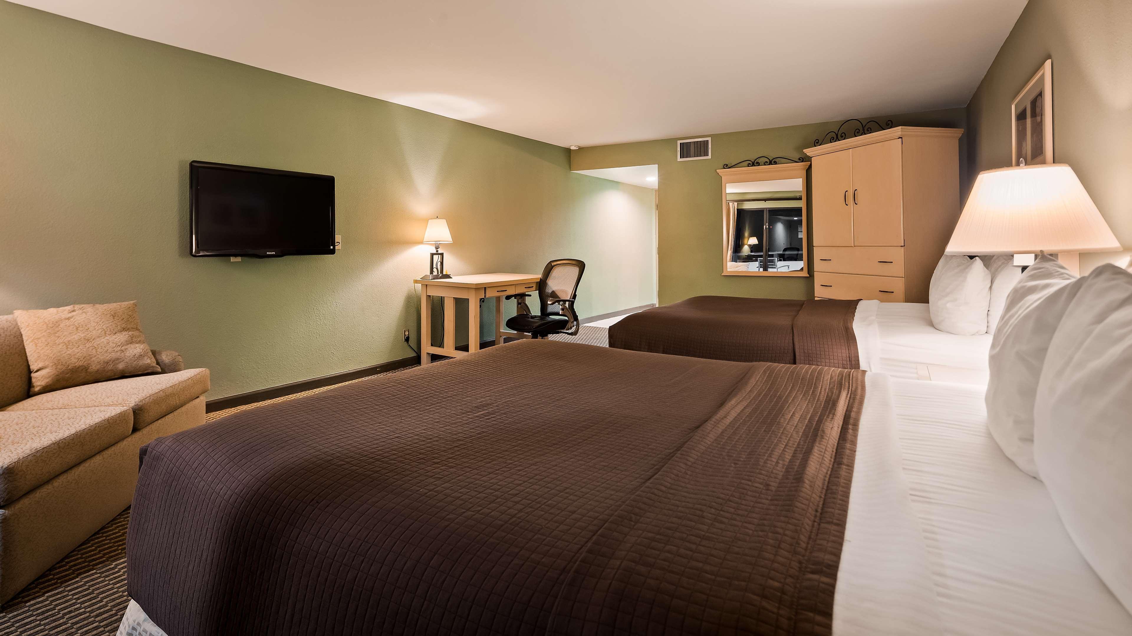 Best Western Encinitas Inn & Suites at Moonlight Beach image 11