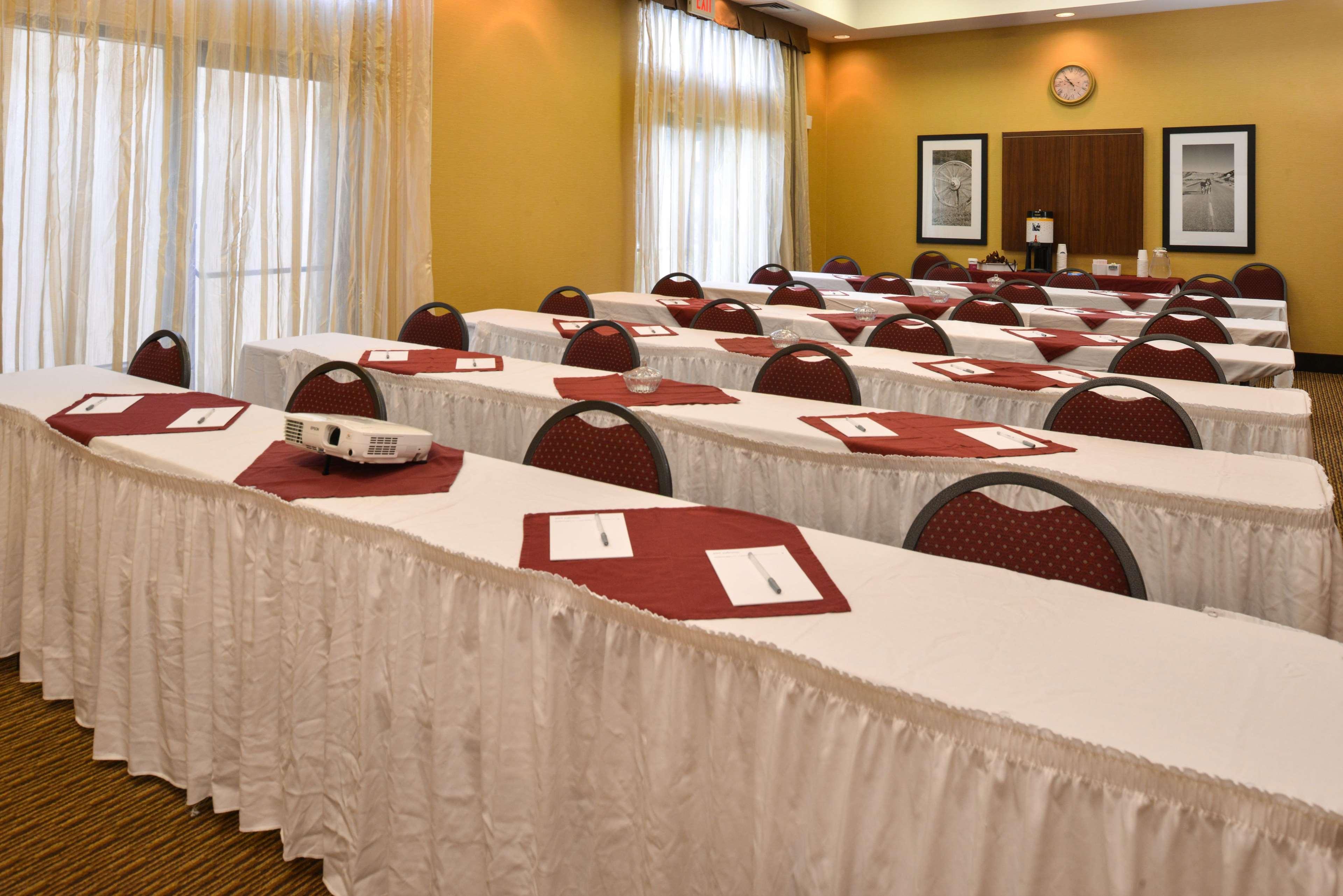 Hampton Inn & Suites Pueblo-Southgate image 46