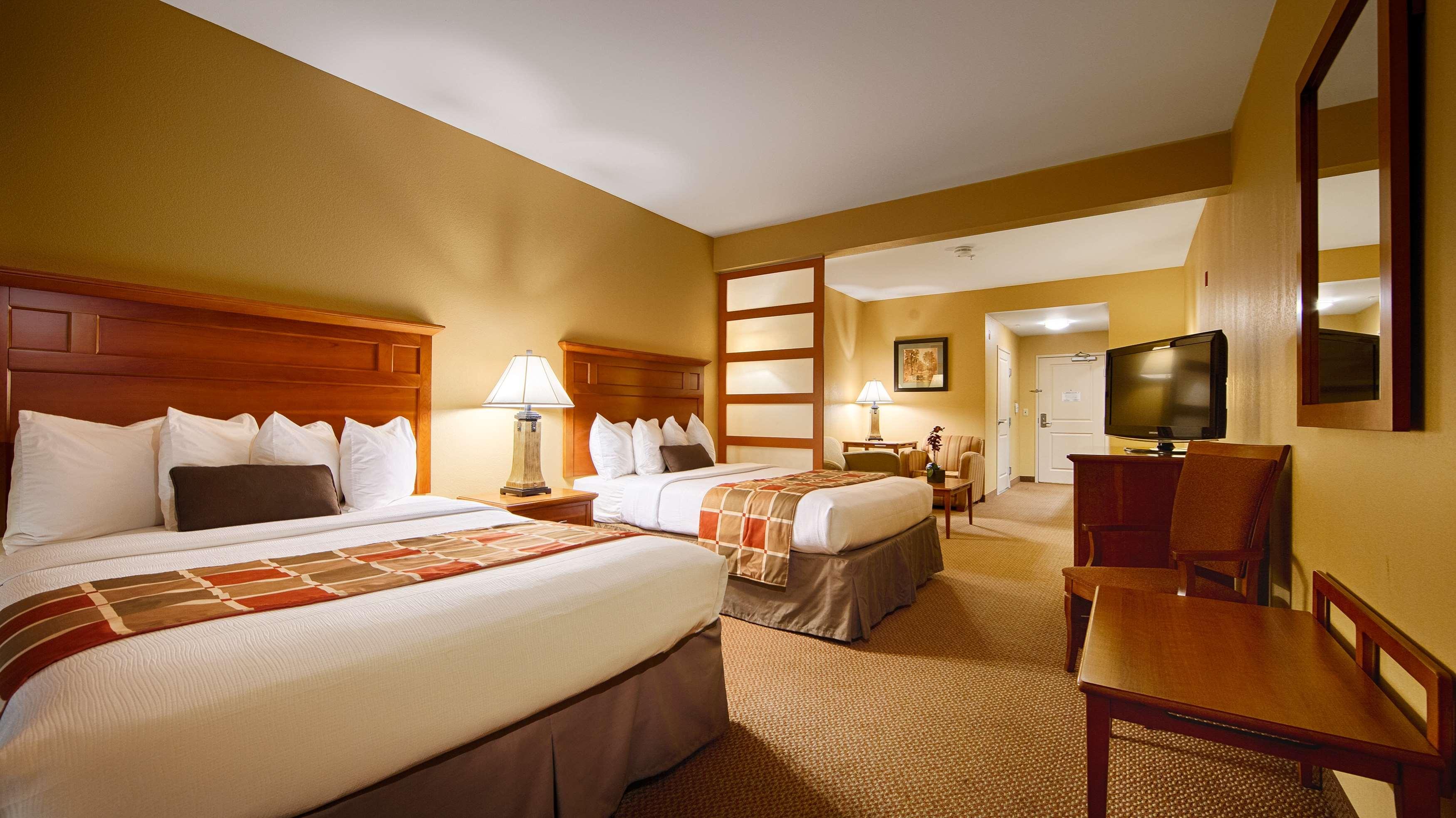 Best Western Plus University Park Inn & Suites image 20