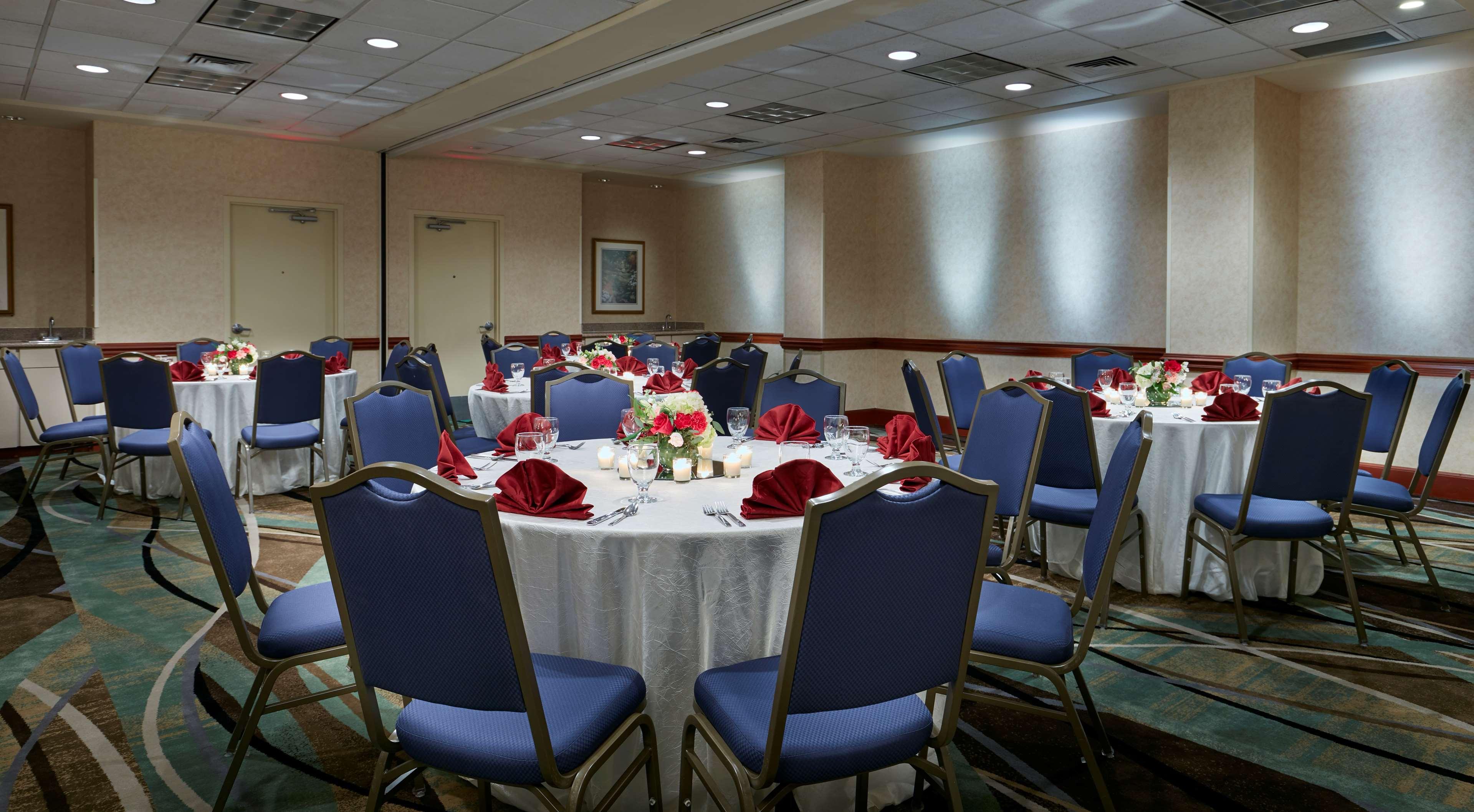 Hilton Garden Inn Charlotte Uptown image 36