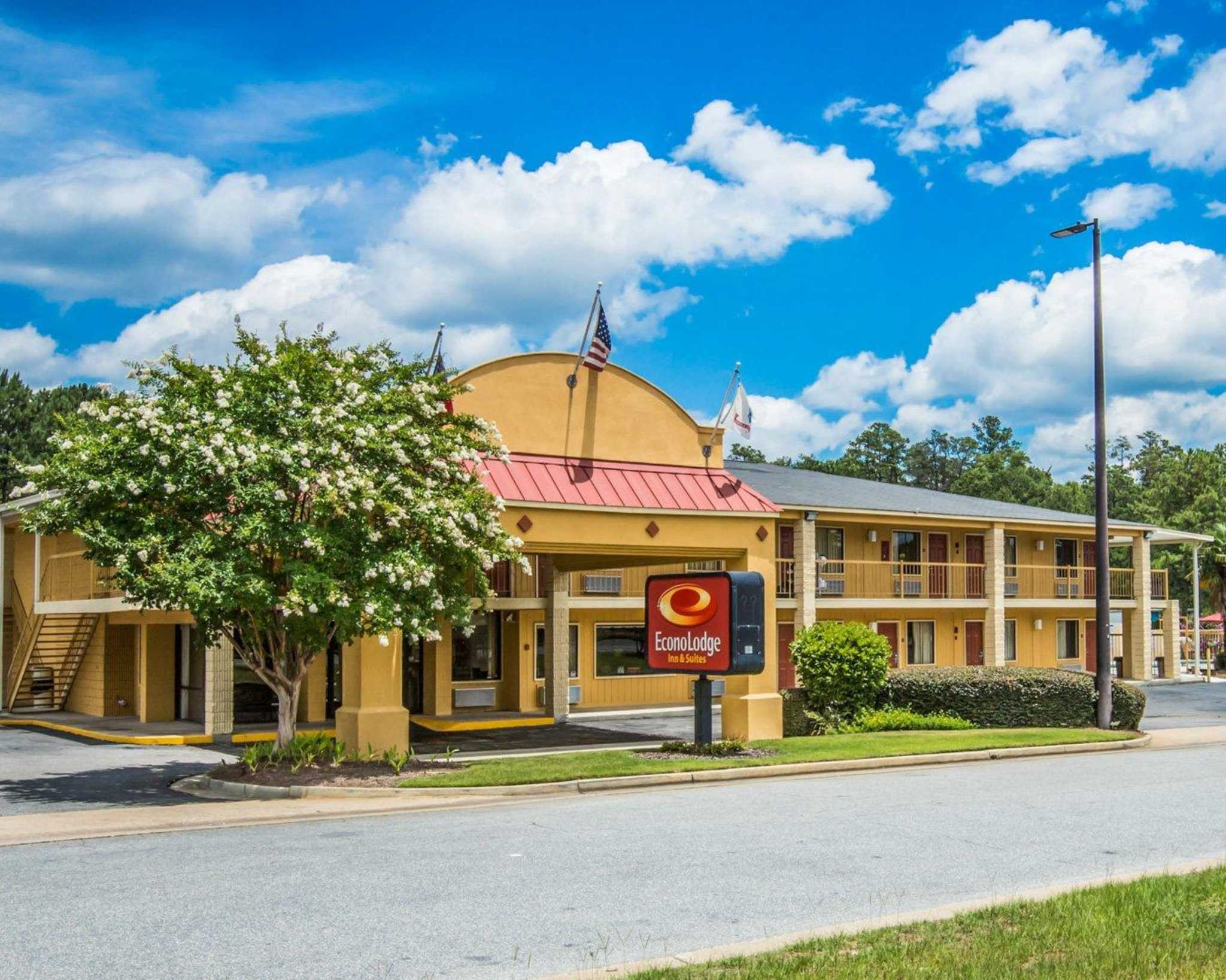 Econo Lodge Inn & Suites at Fort Benning image 0
