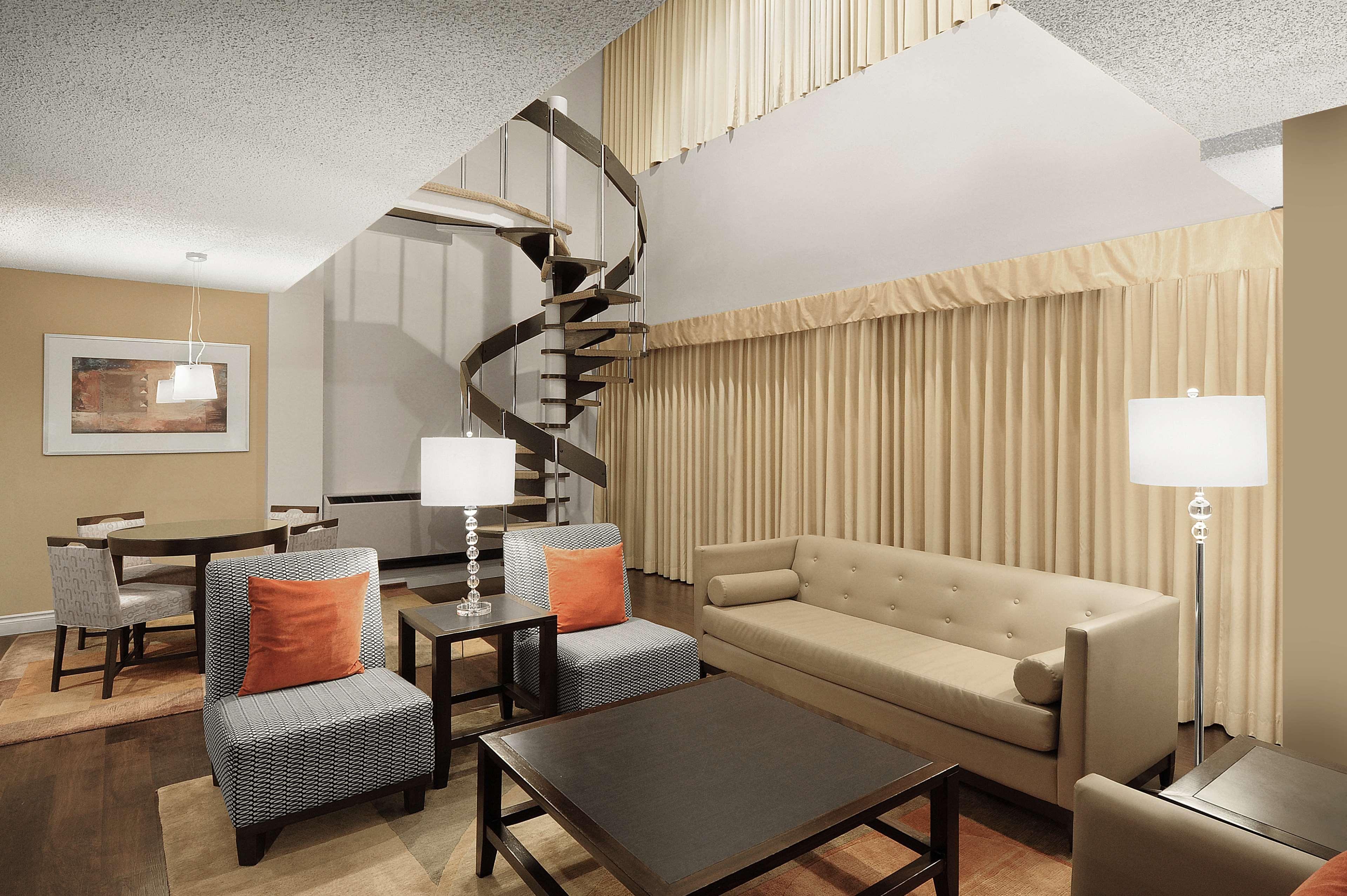 Sheraton Cavalier Saskatoon Hotel in Saskatoon: Regal Manor