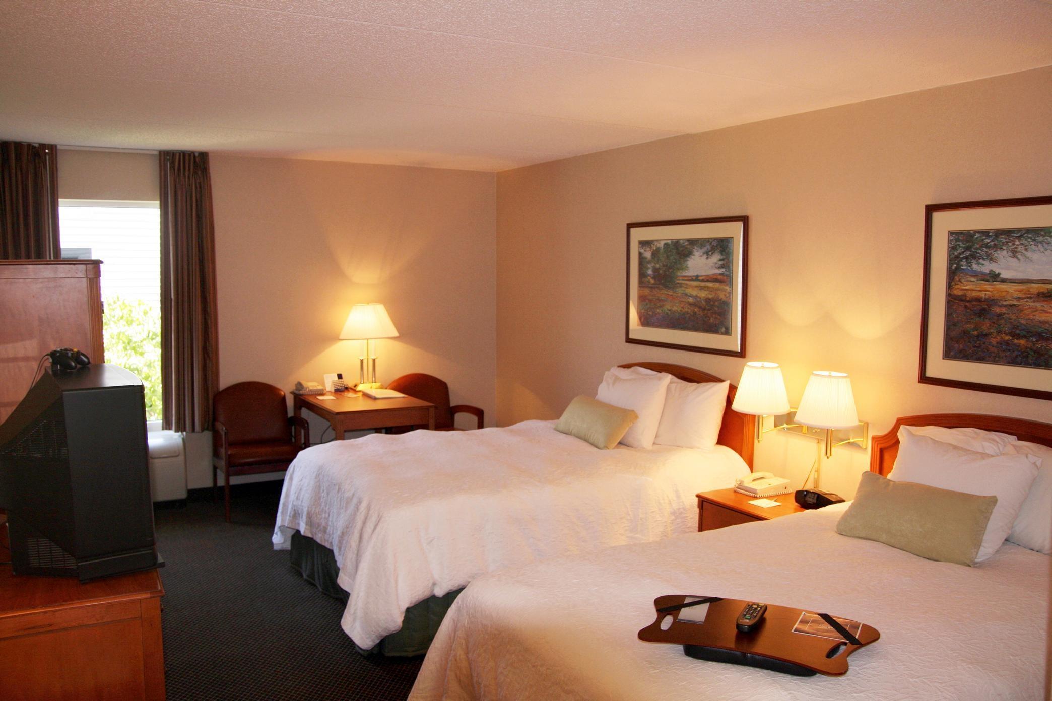 Hampton Inn & Suites Newtown image 14