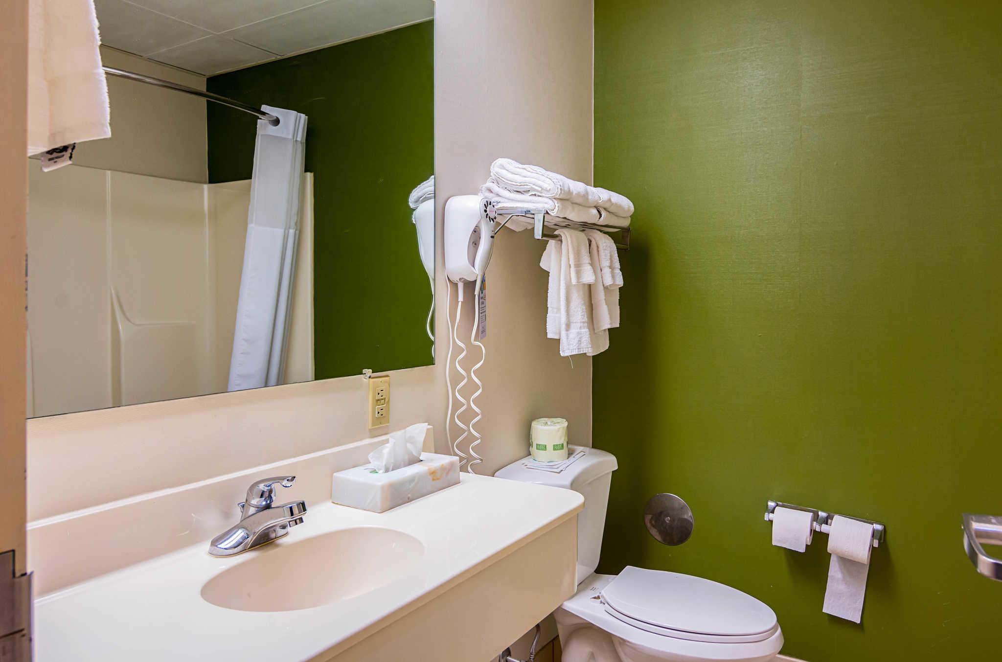 Quality Inn & Suites Kearneysville - Martinsburg image 10