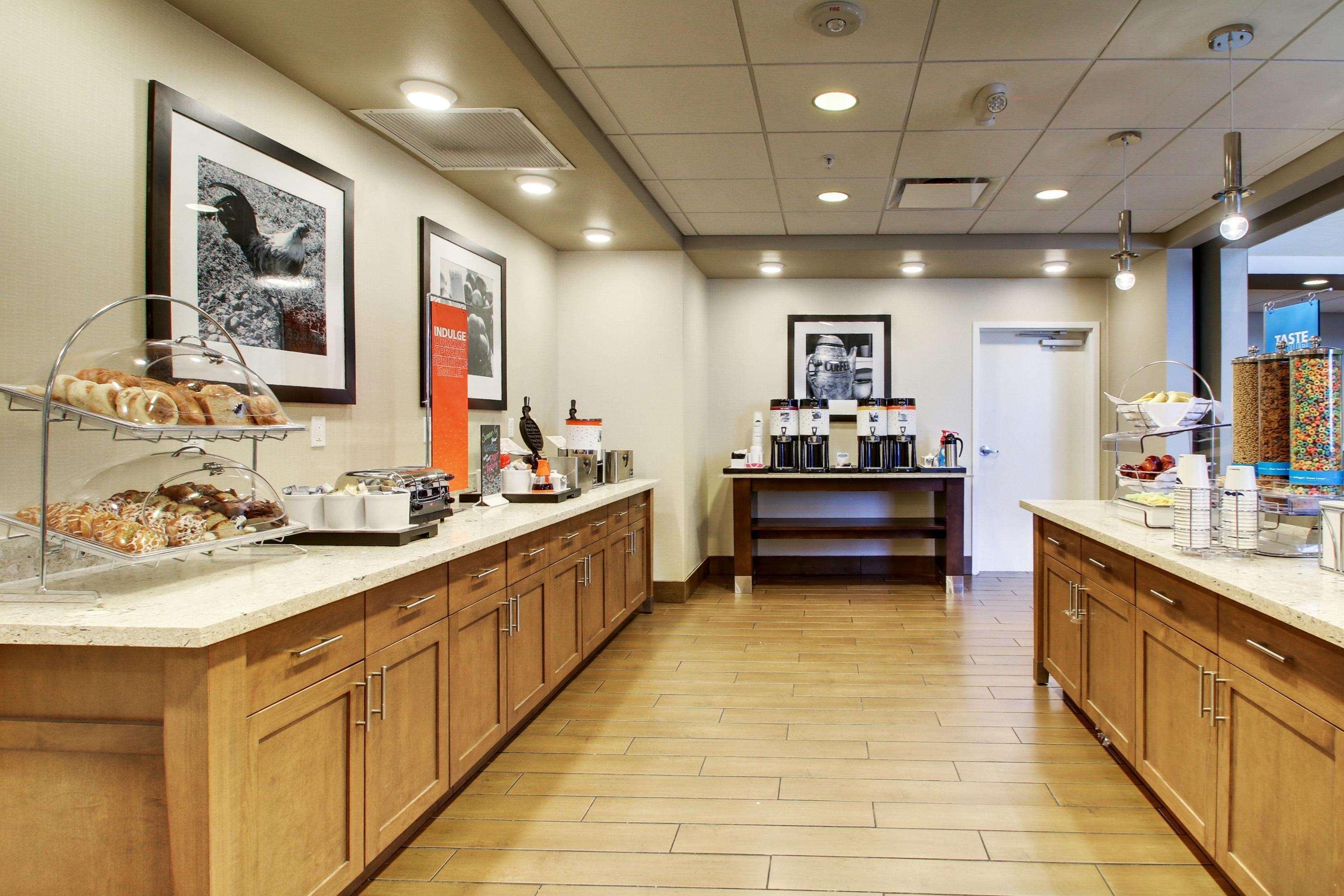 Hampton Inn & Suites Milwaukee West image 32